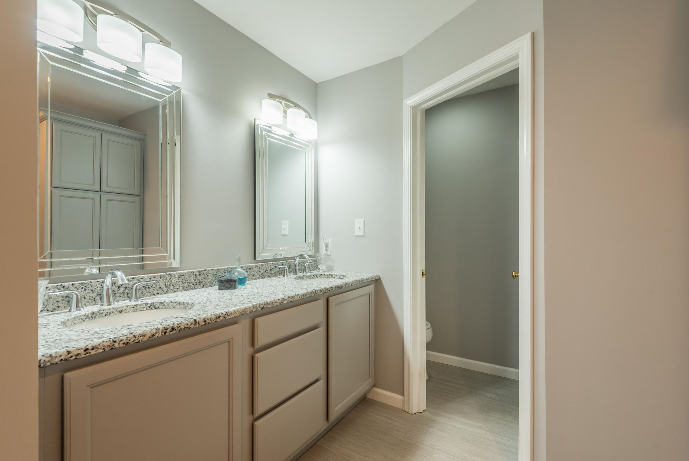 4858ScenicPointDr-24