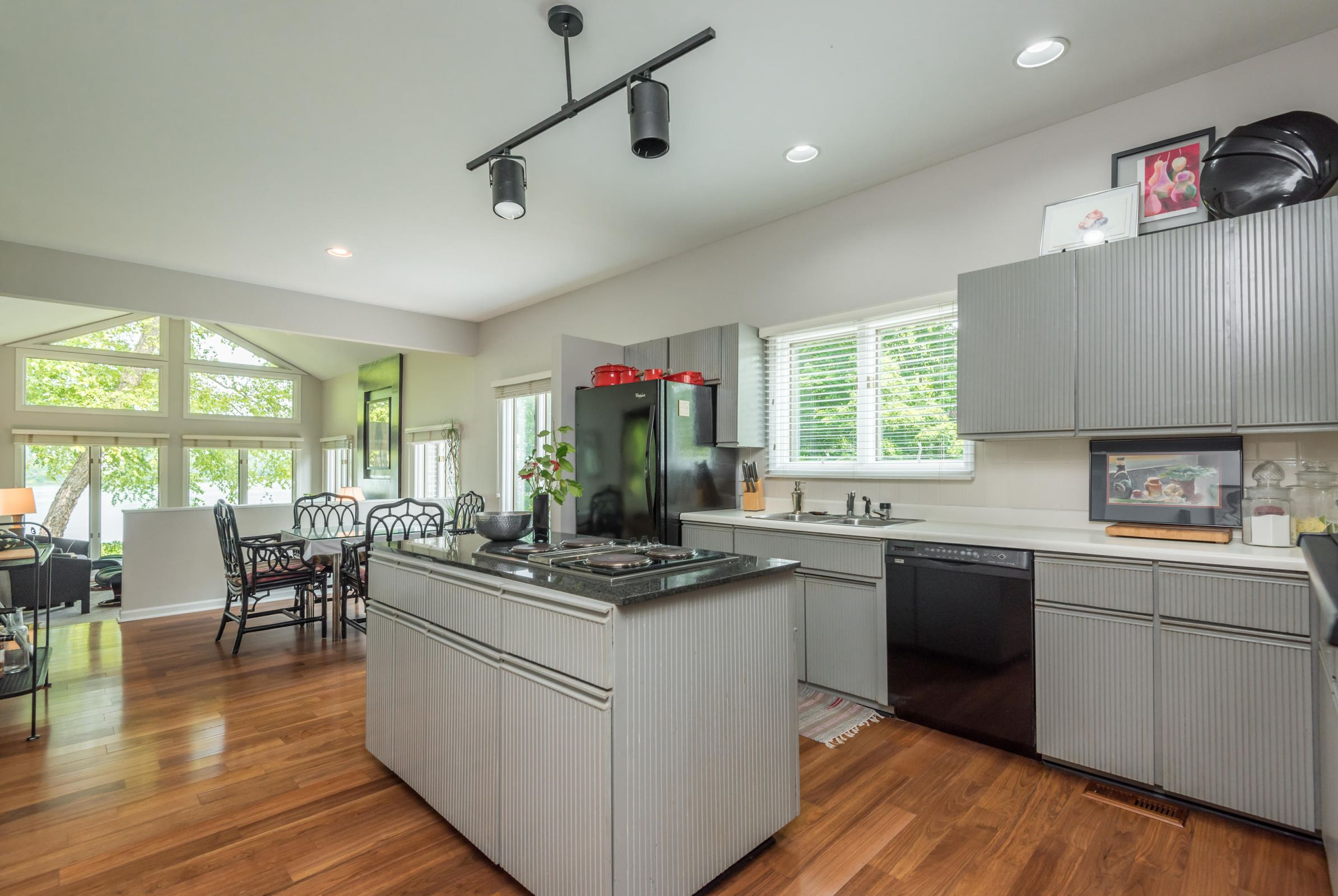 4858ScenicPointDr-34