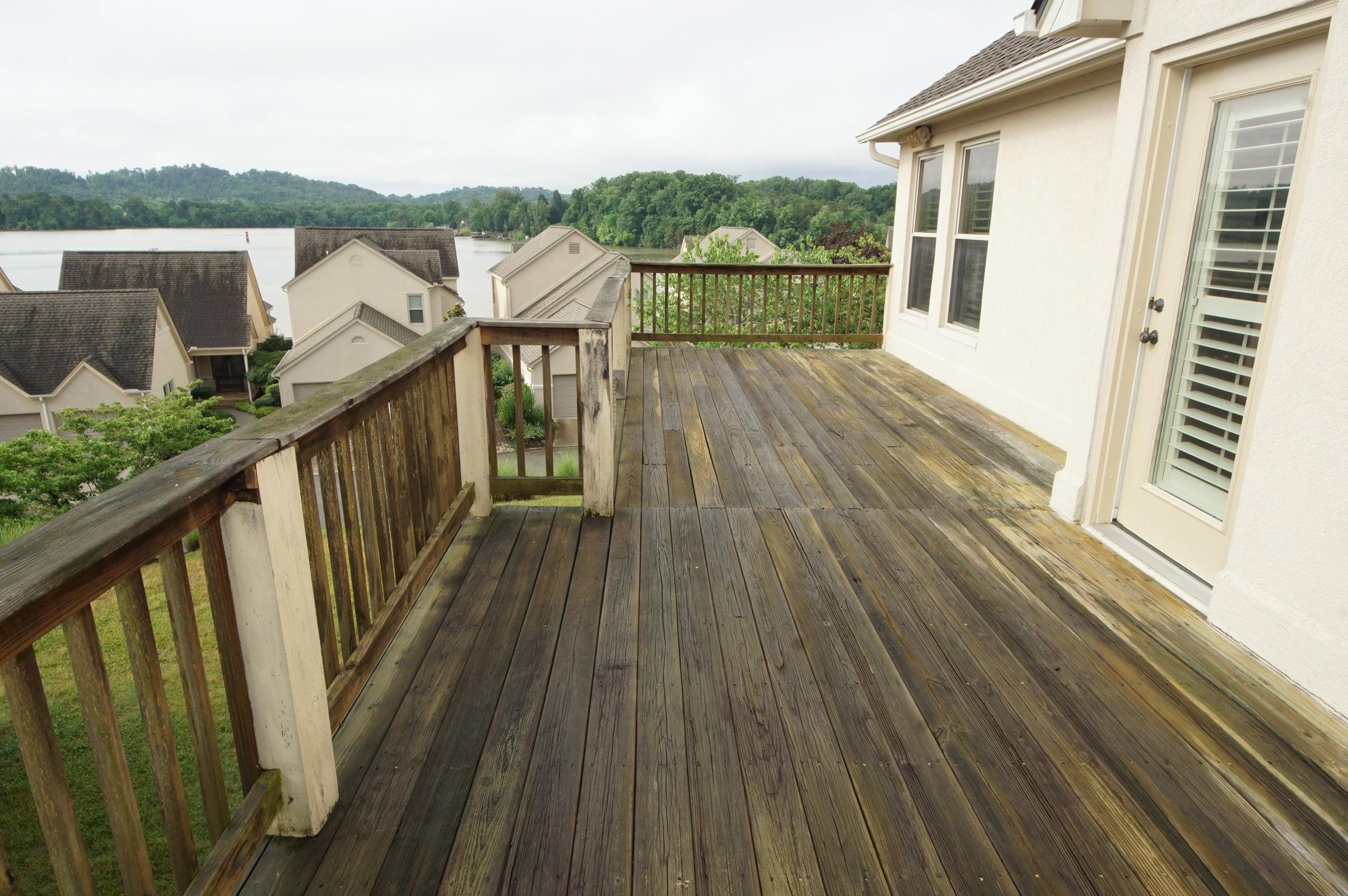Master Deck-lake views2