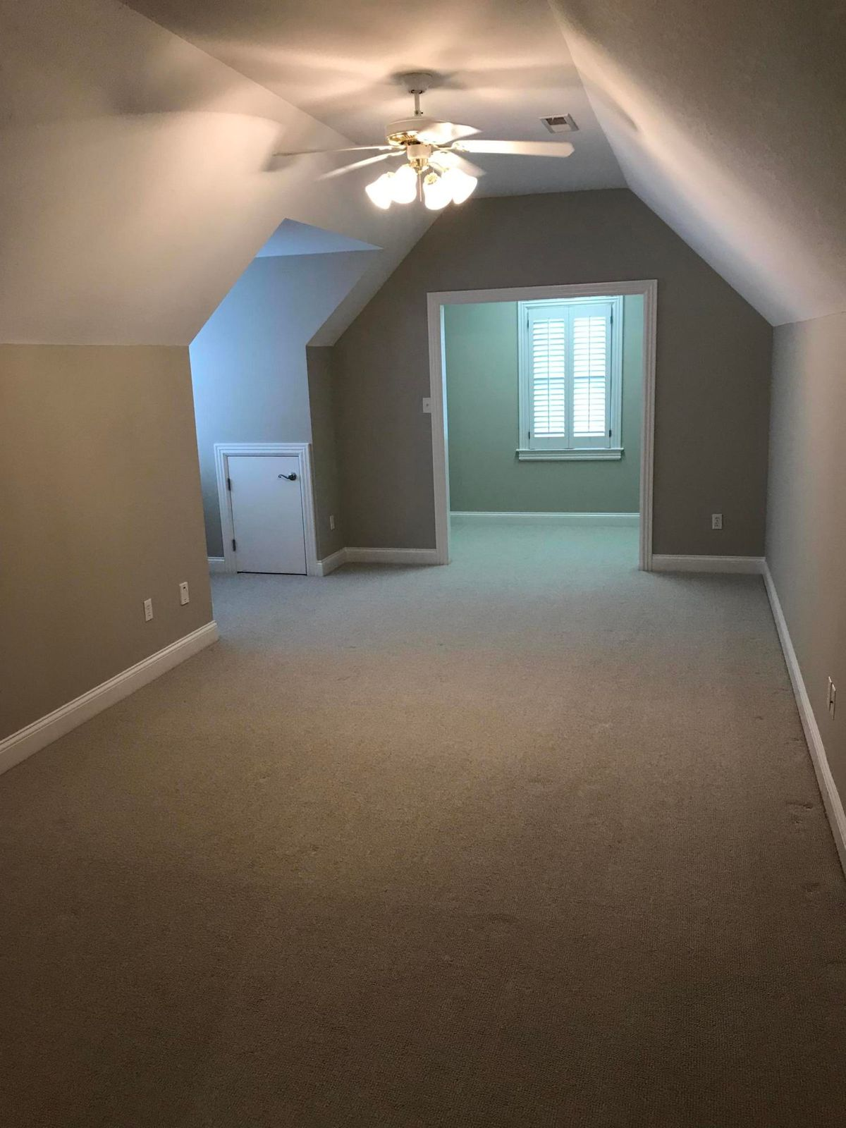 Bonus room or 4th bedroom