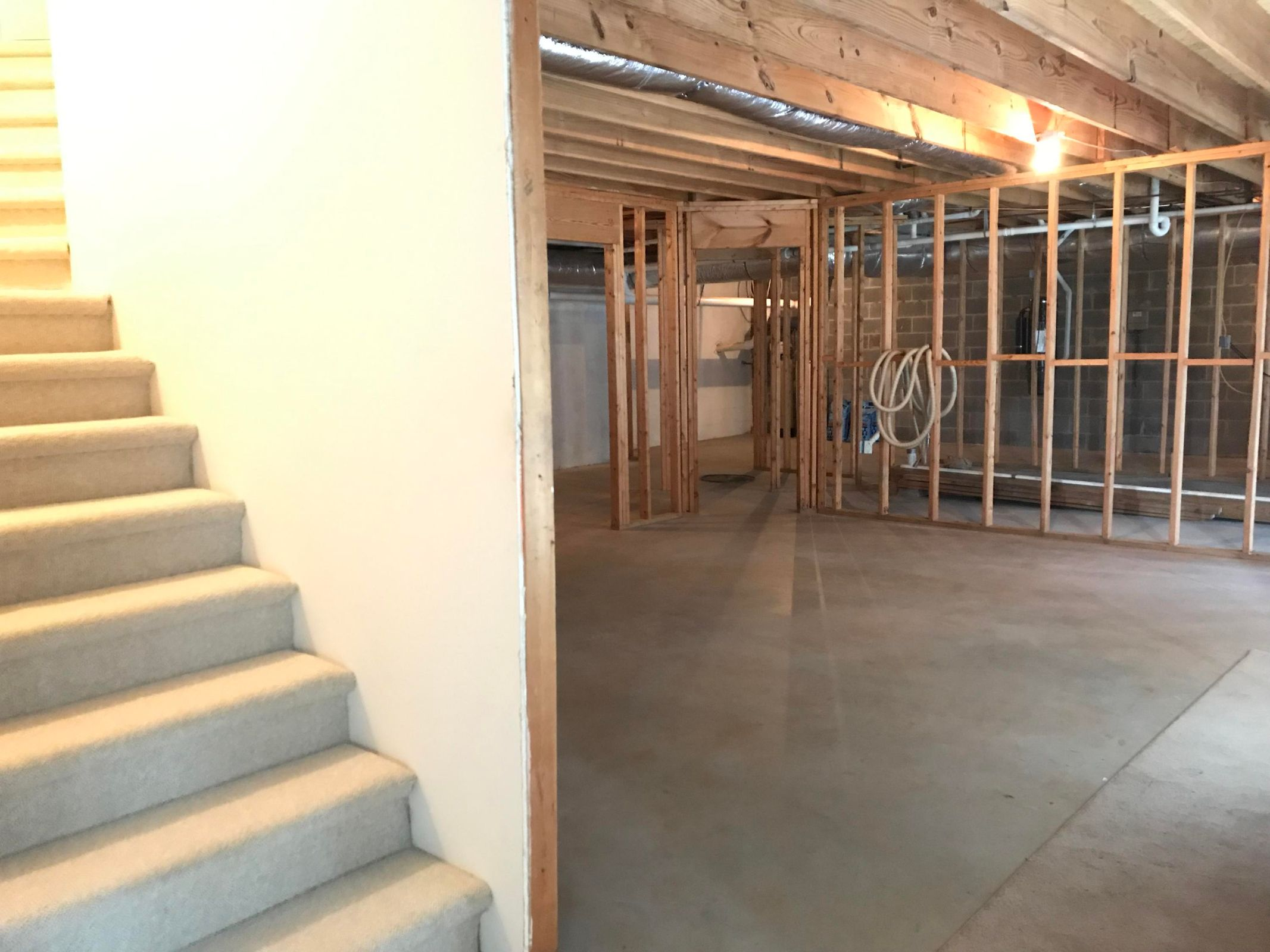 1,104 sf unfinished basement