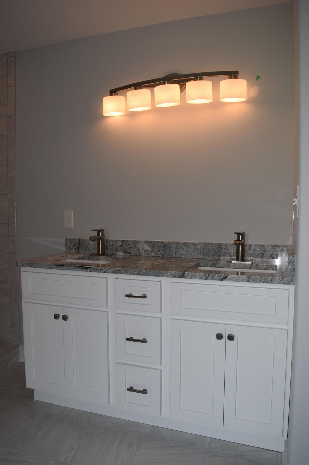 Dual Vanities/Granite Tops