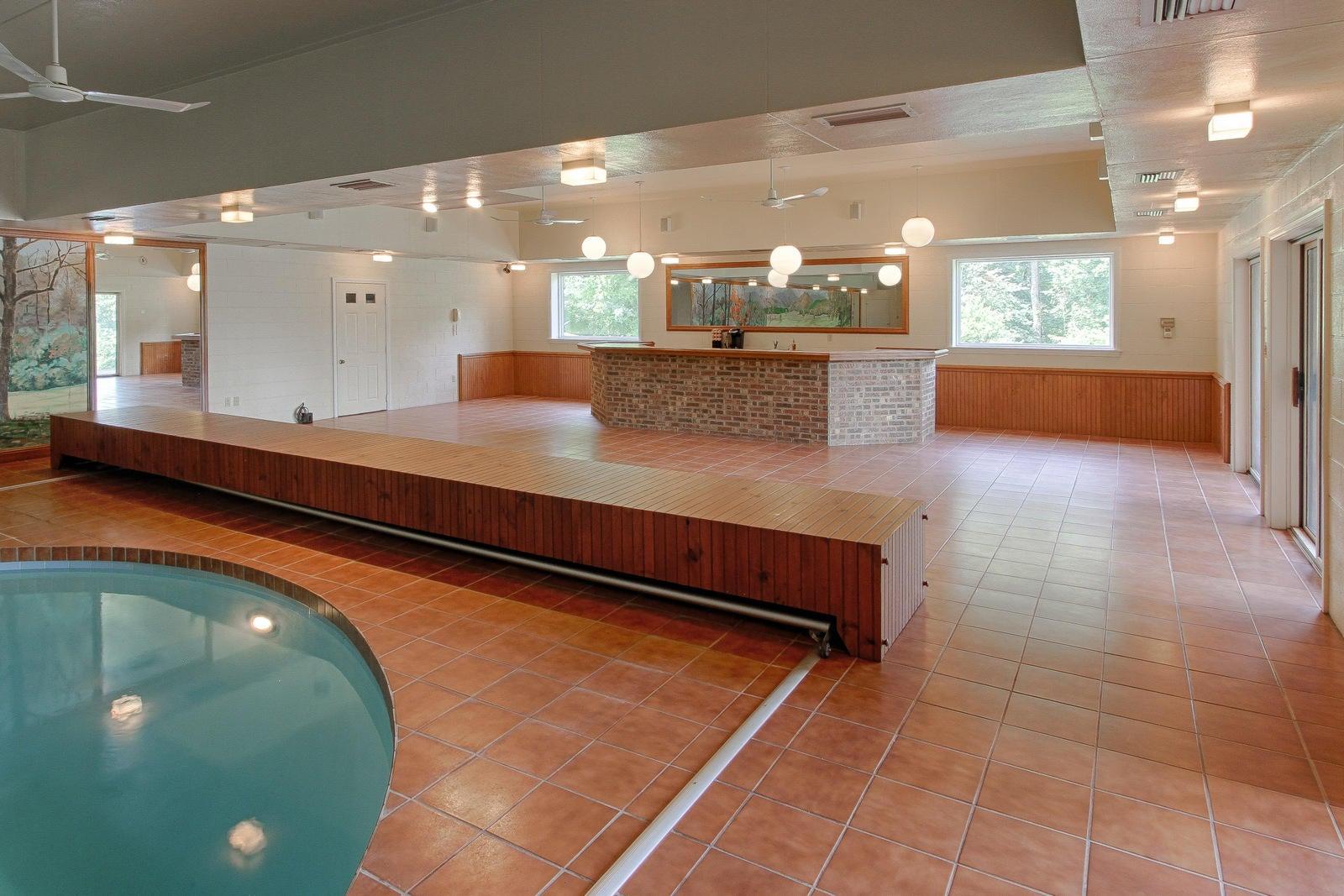Pool Wet Bar