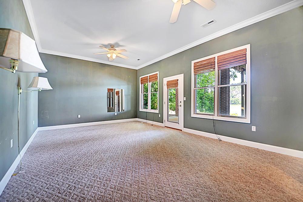 Living Room w/ Lake Access