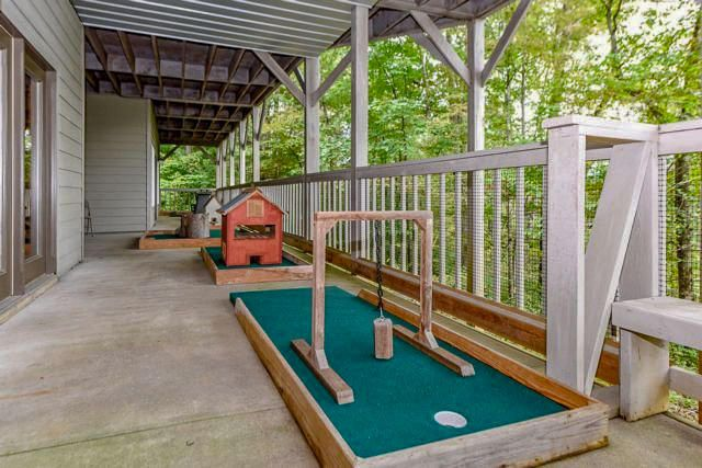 lodge golf area
