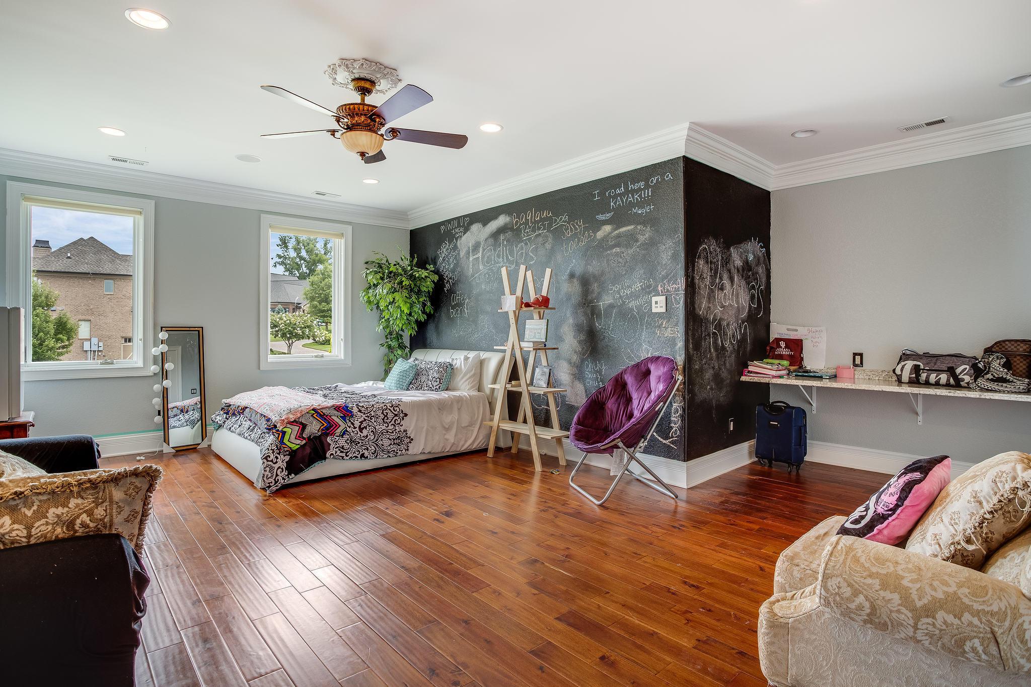 Upper Level Ensuite Bedroom