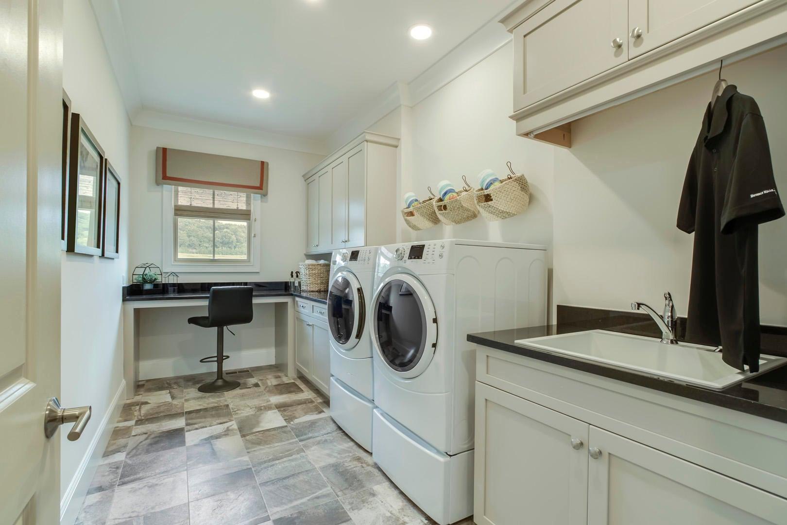 40_NavigatorDrive_481_Laundry