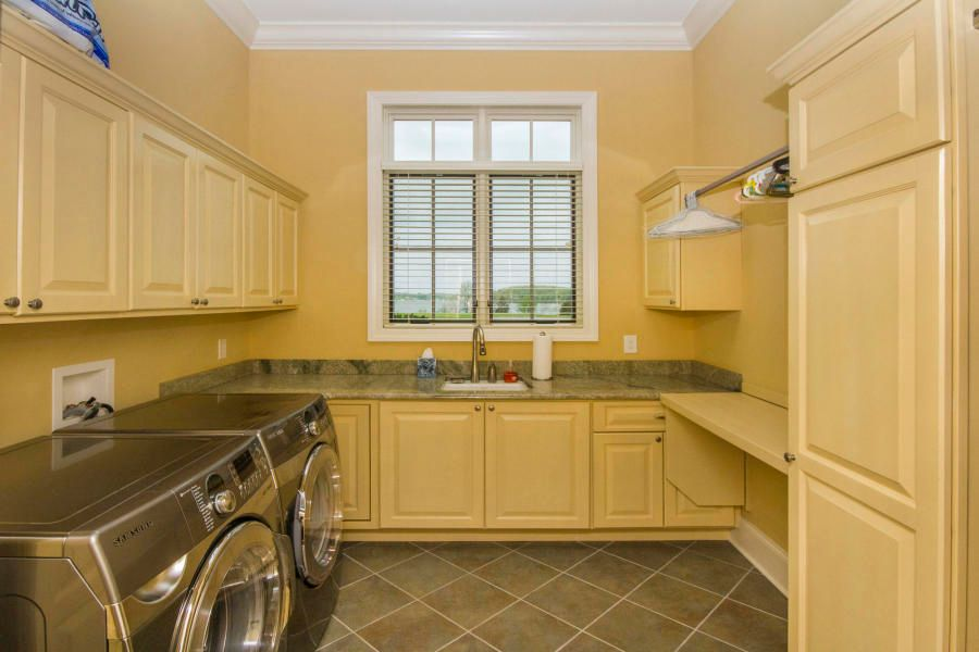 Huge Laundry Room w/Lake View!