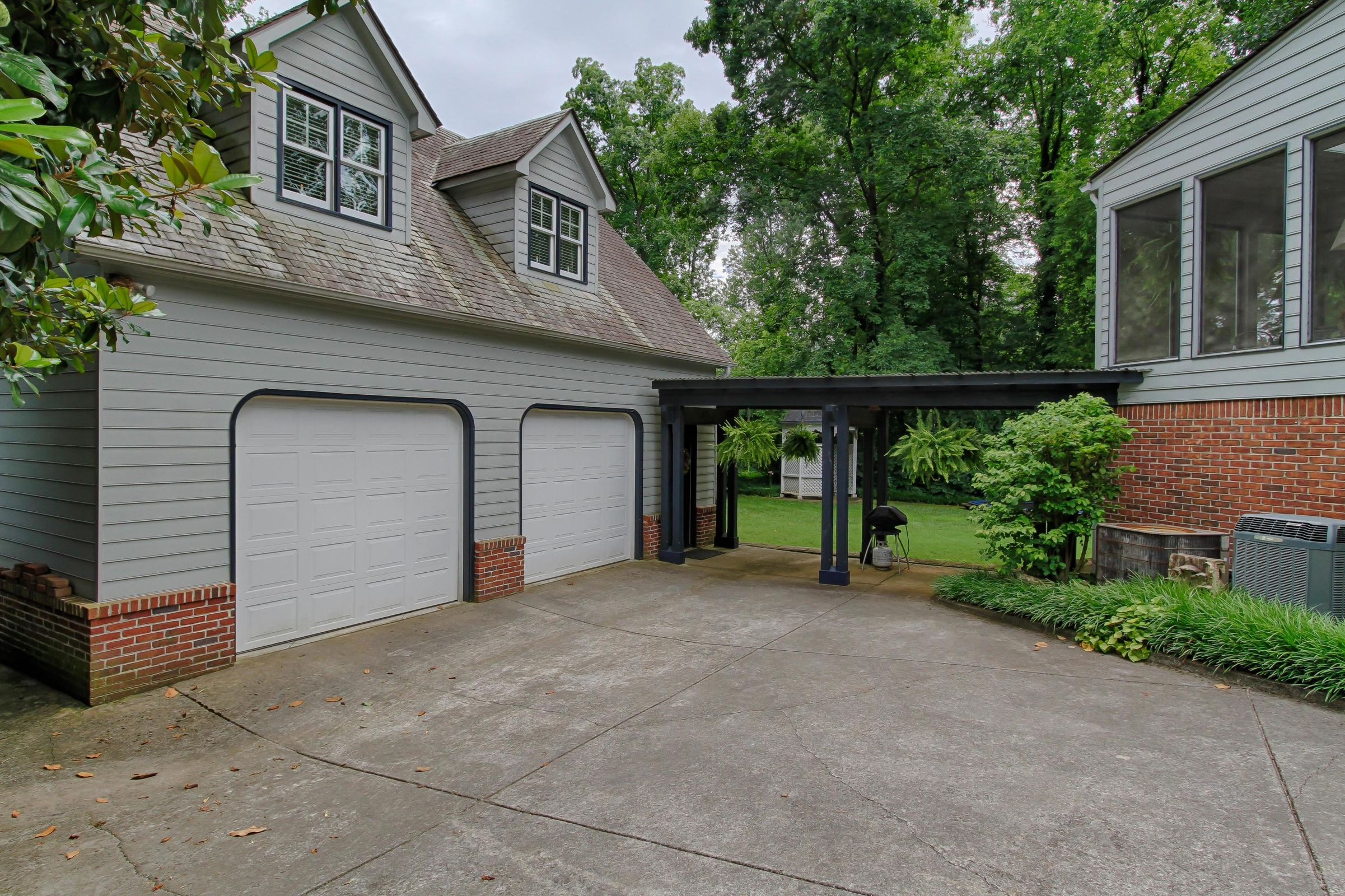 Detached Garage with Guest Quarters