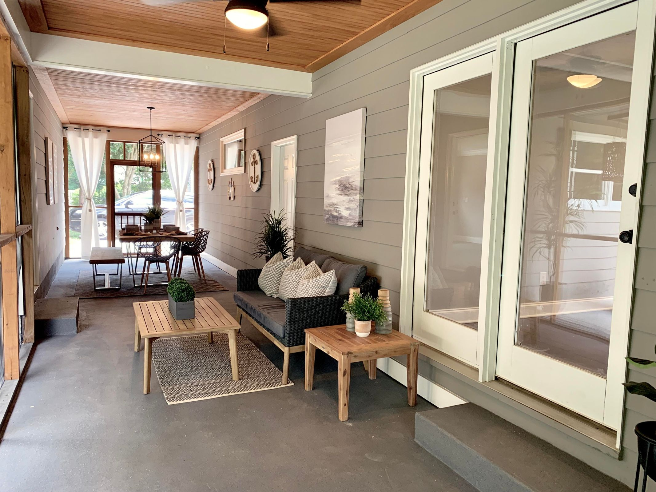 Screened-in outdoor living space