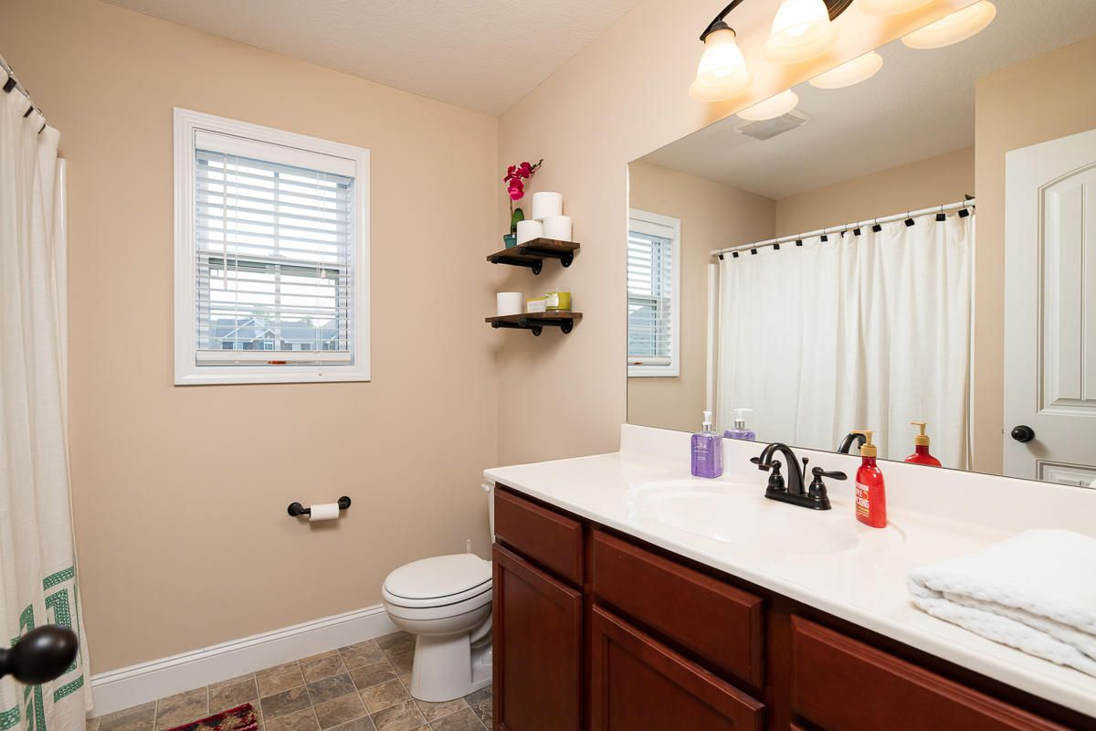 2522-Sparkling-Star-Ln-Knoxville-TN-16