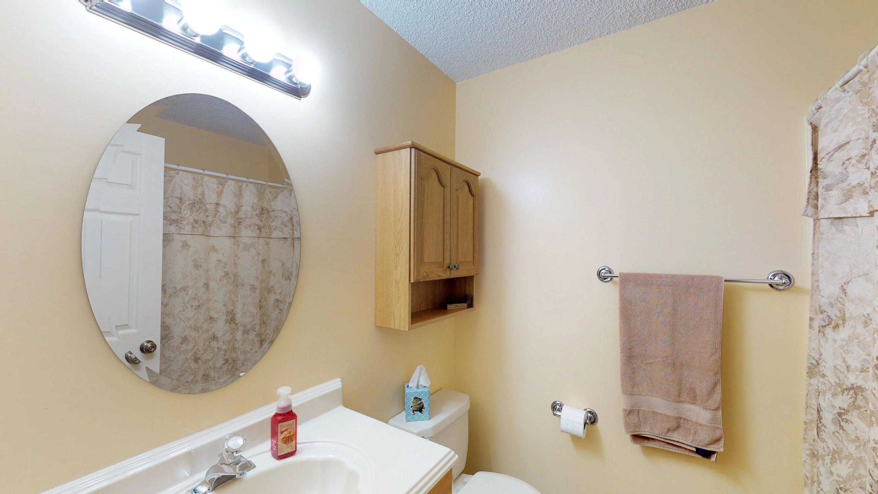 Galewood-Hall-Full-Bath(1)