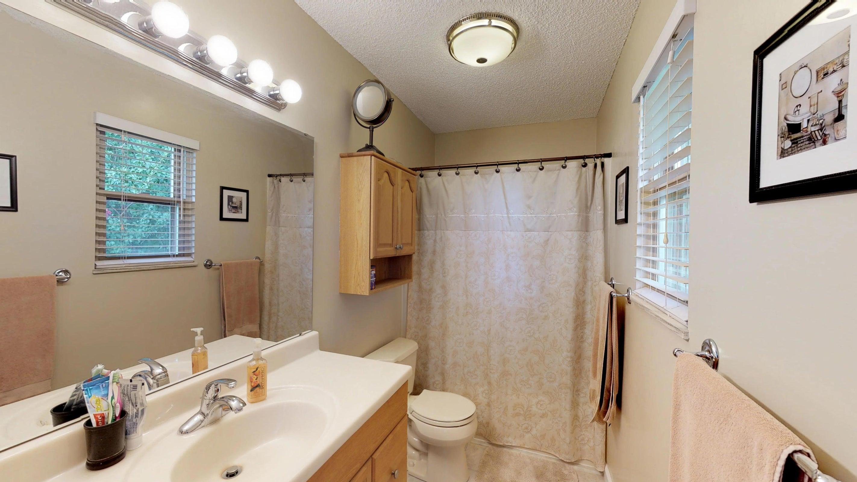 Galewood-Master-Bathroom(1)