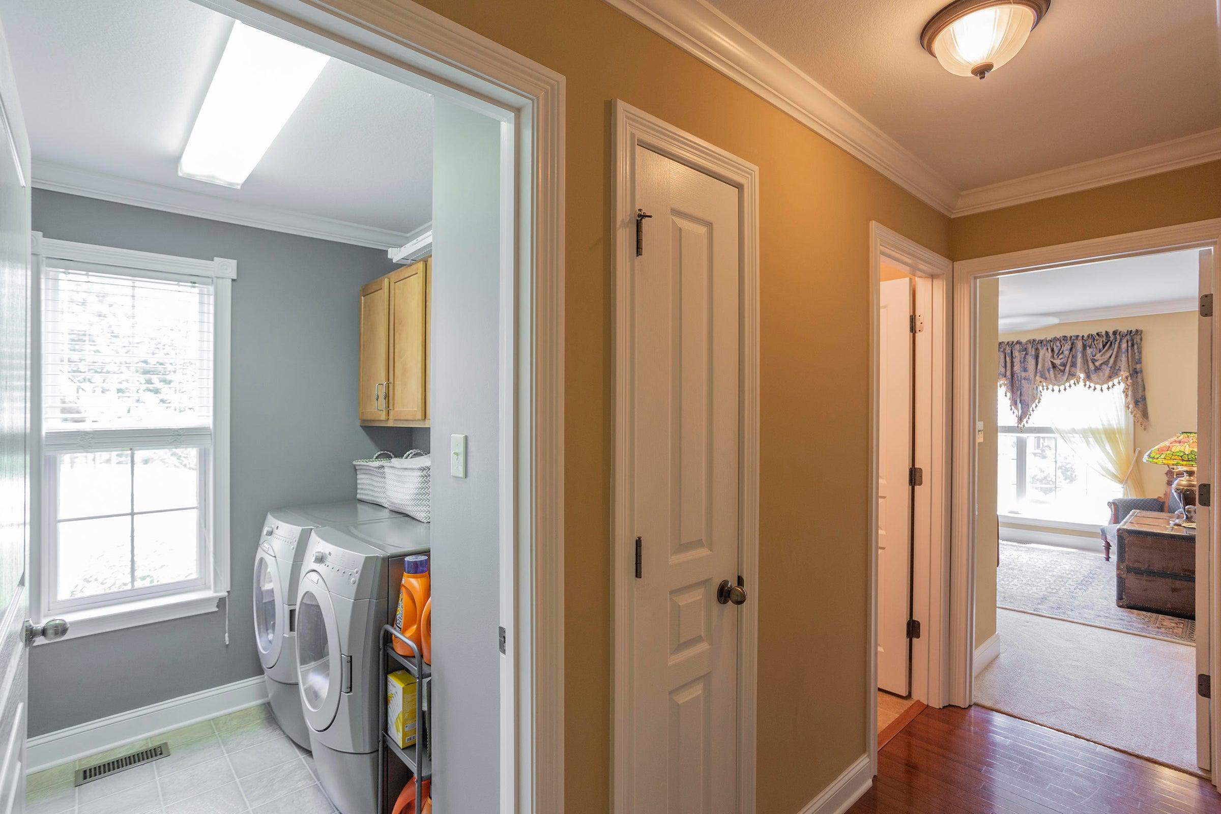 Interior_Main-Flr-Hallway-01