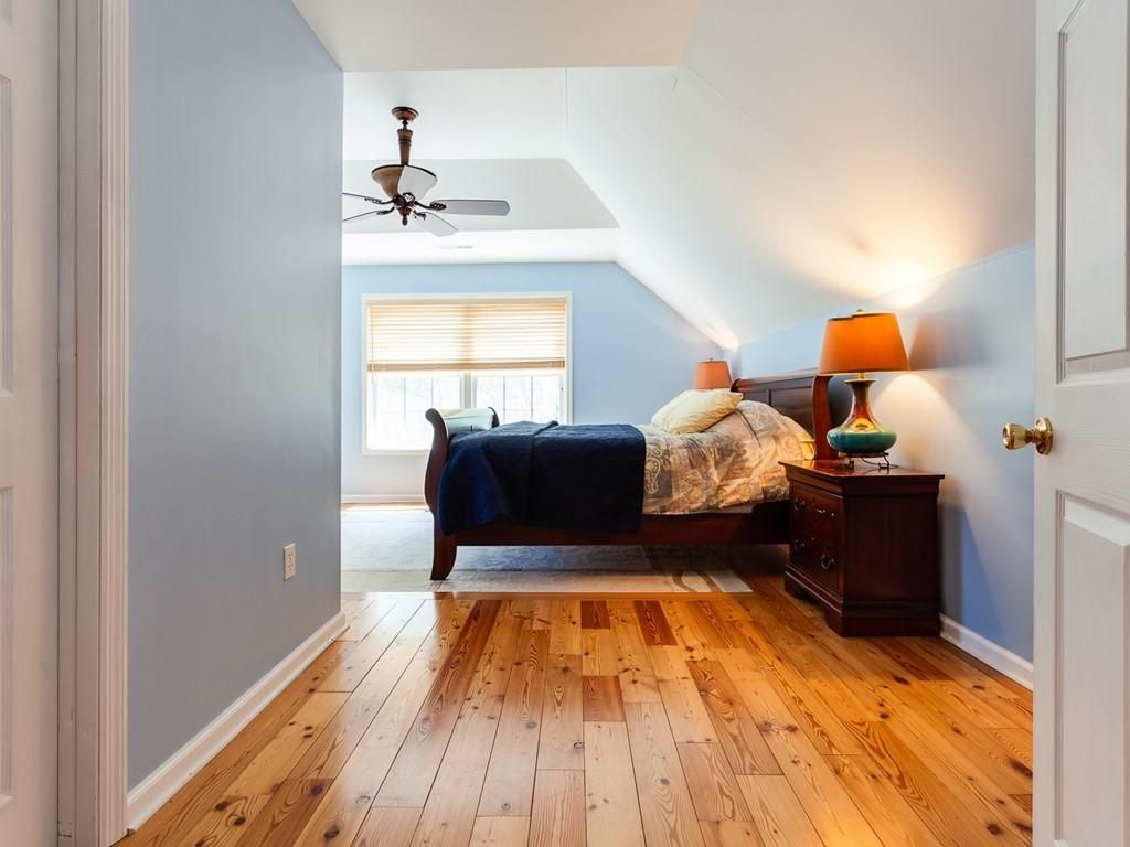 041_Large Room