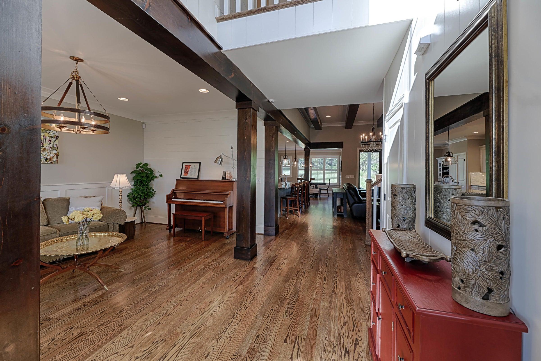 Large , 2 story foyer