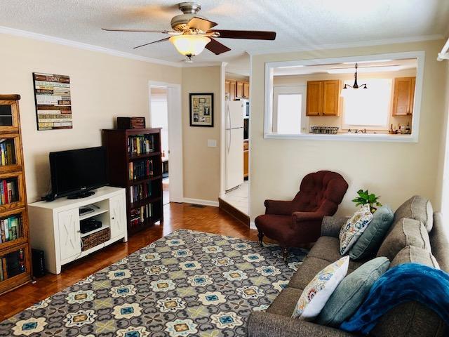 4) Living Room