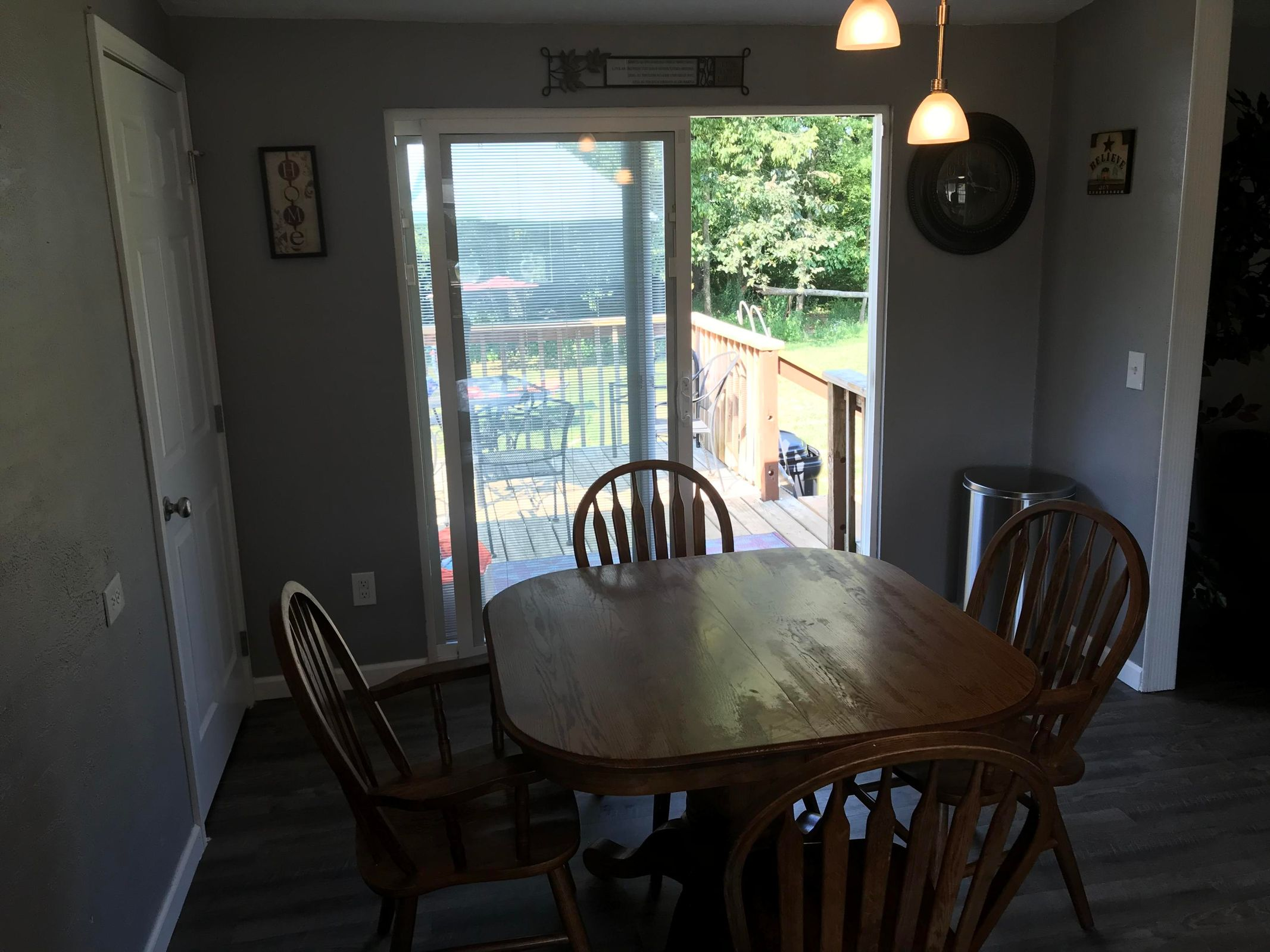 806 Old McGinley Dining area