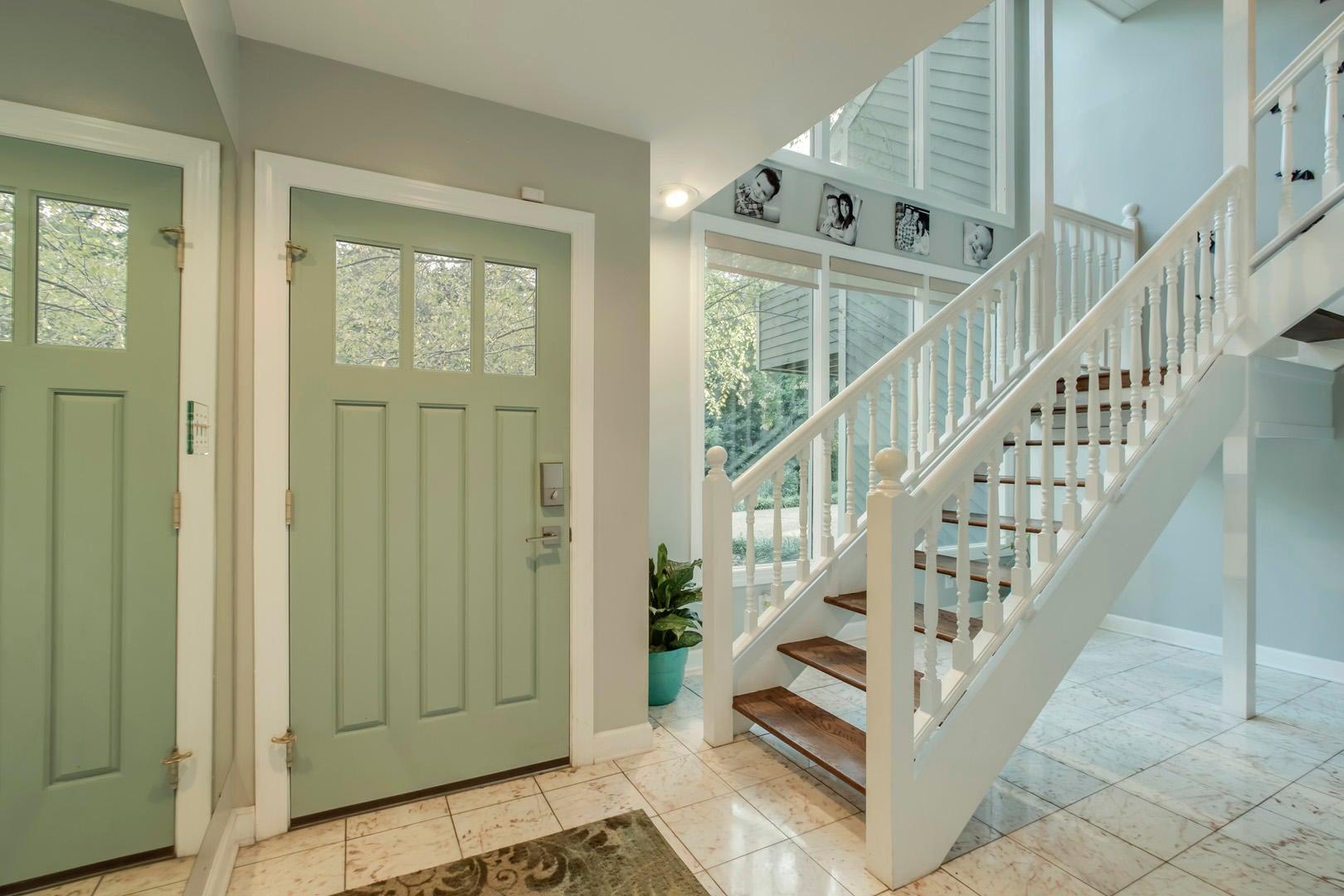 03_OakhurstDriveSW_431_Entry-L1-StairsUp