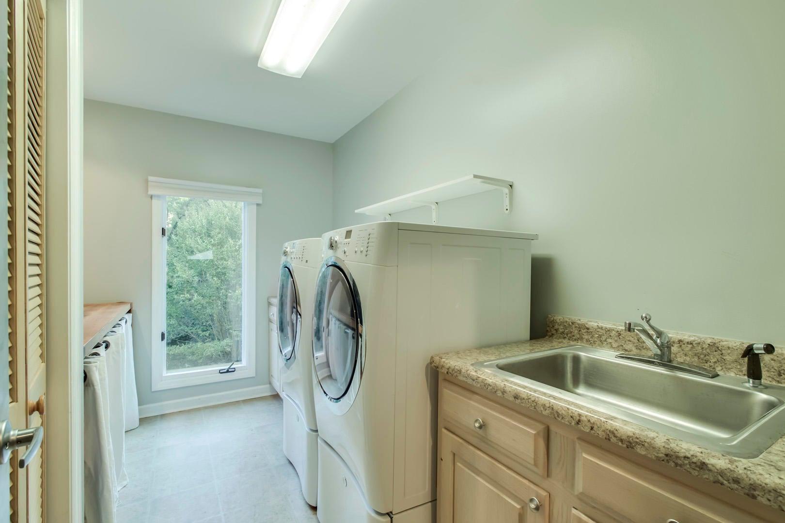 15_OakhurstDriveSW_431_Laundry