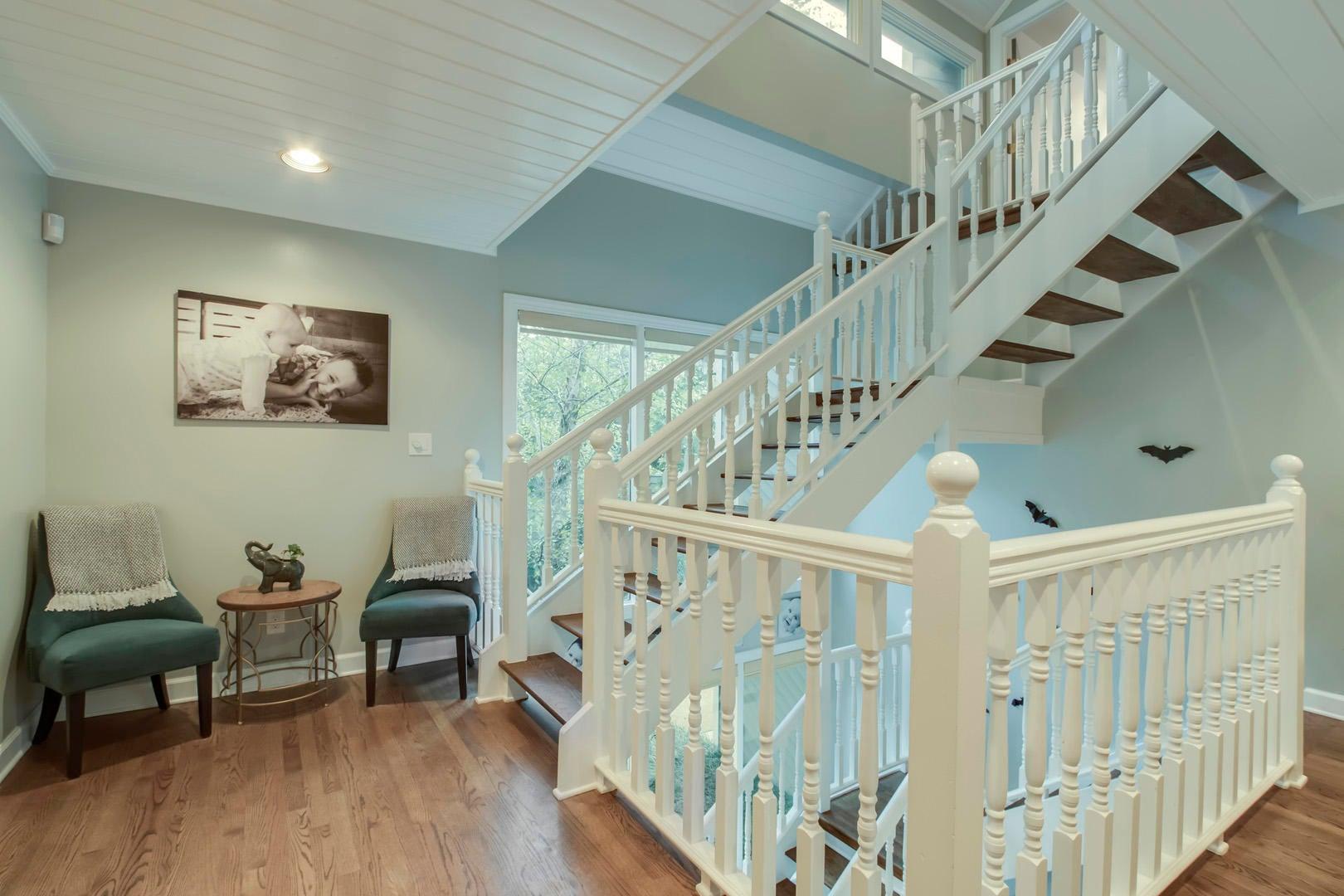 25_OakhurstDriveSW_431_L2-StairsUp