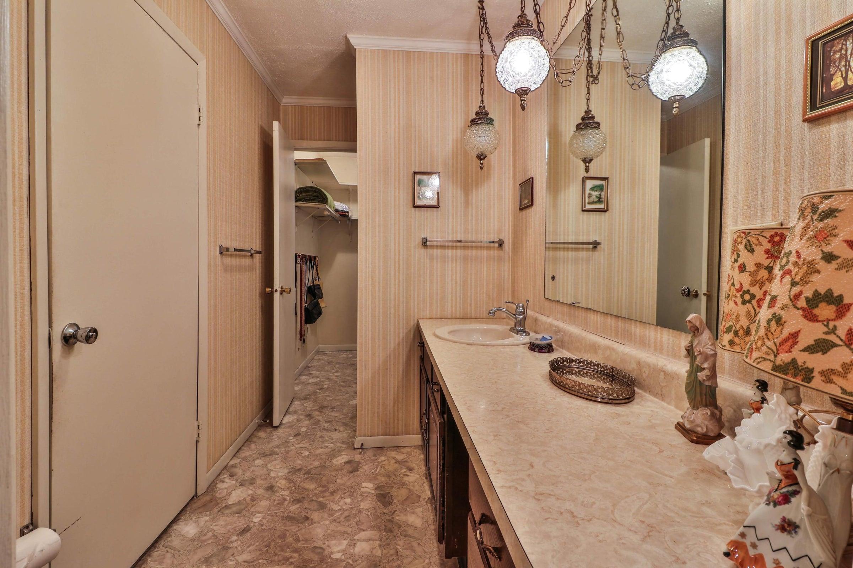 master bathroom 6208