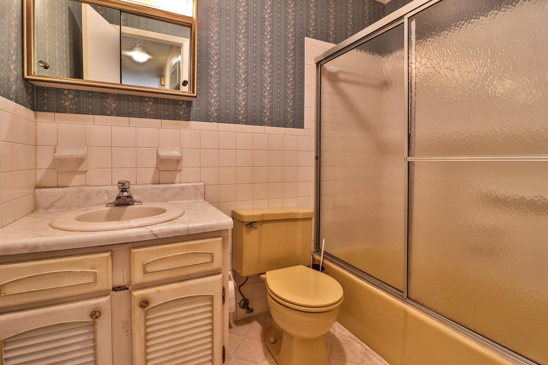 Bathroom 2nd 6208