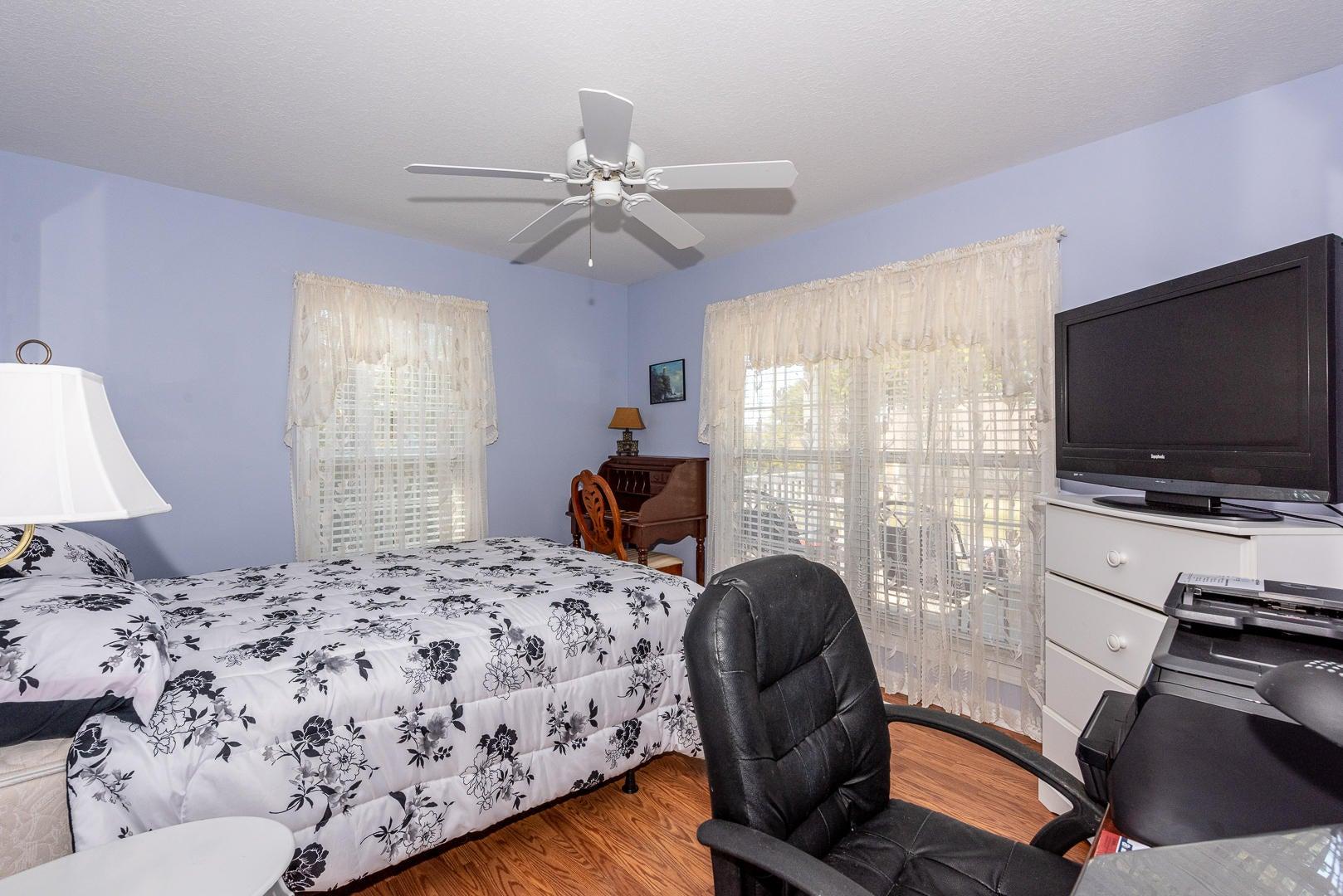 17 - bedroom