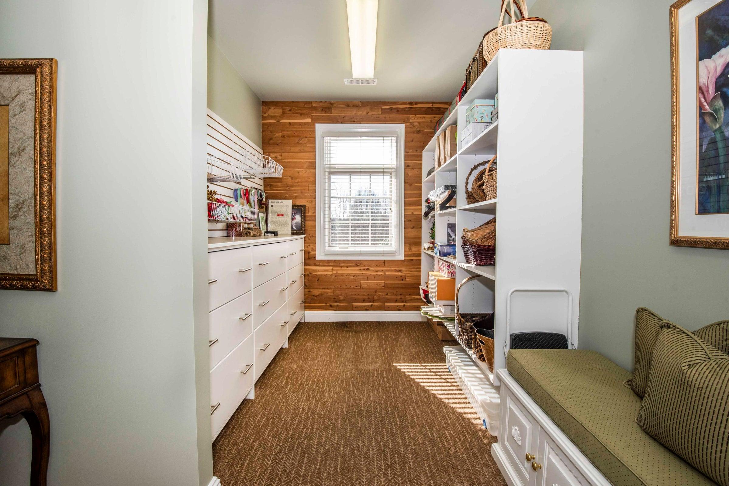 Second bed closet_1
