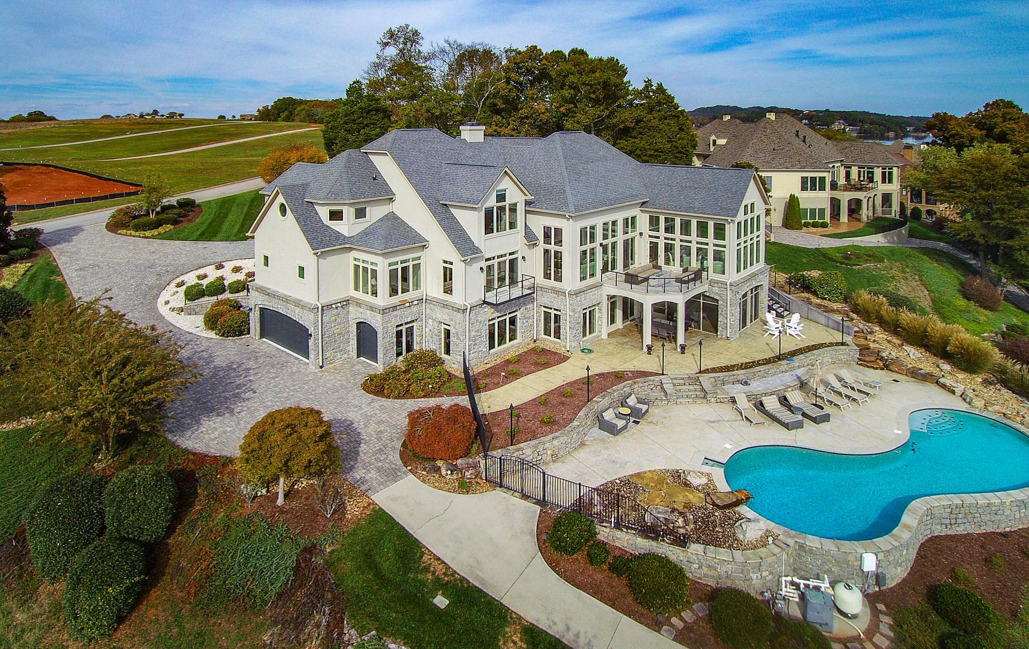 Gorgeous Lakefront Estate