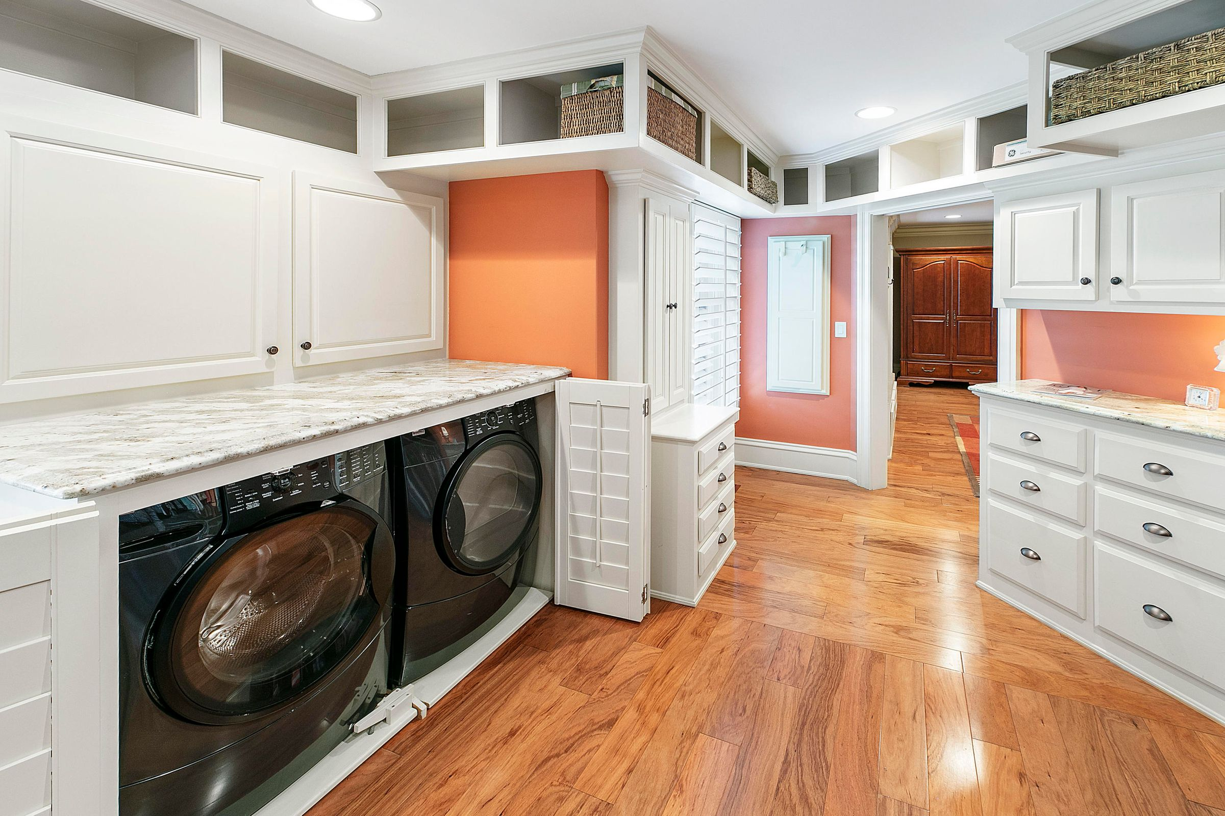 master br laundry area