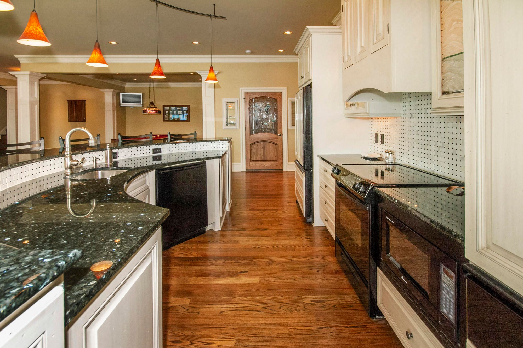 Fully Applianced Kitchen!