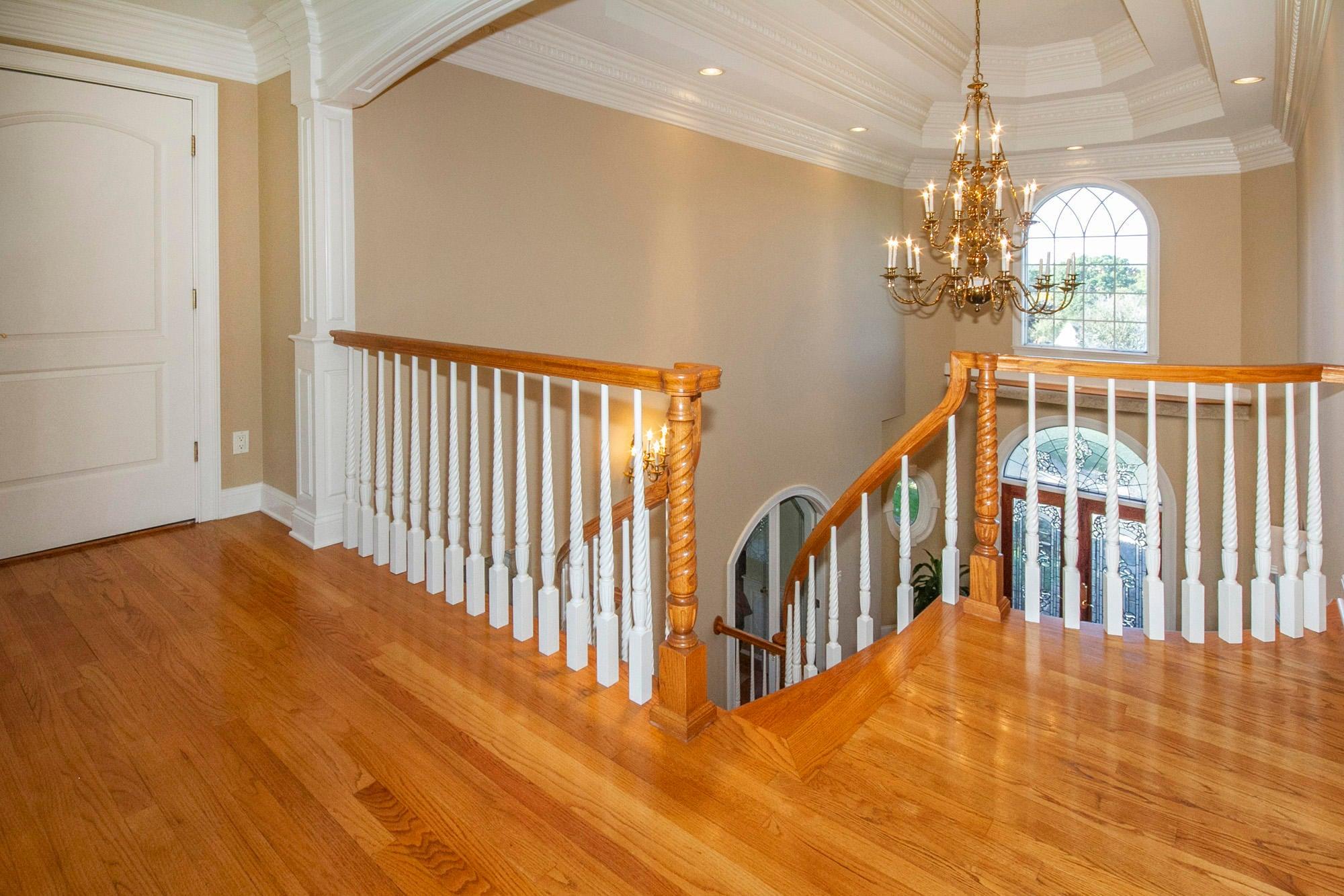 Foyer double trey ceiling