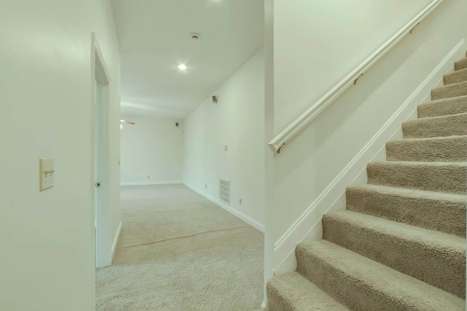 31_TanasiLane_601_StairsUp