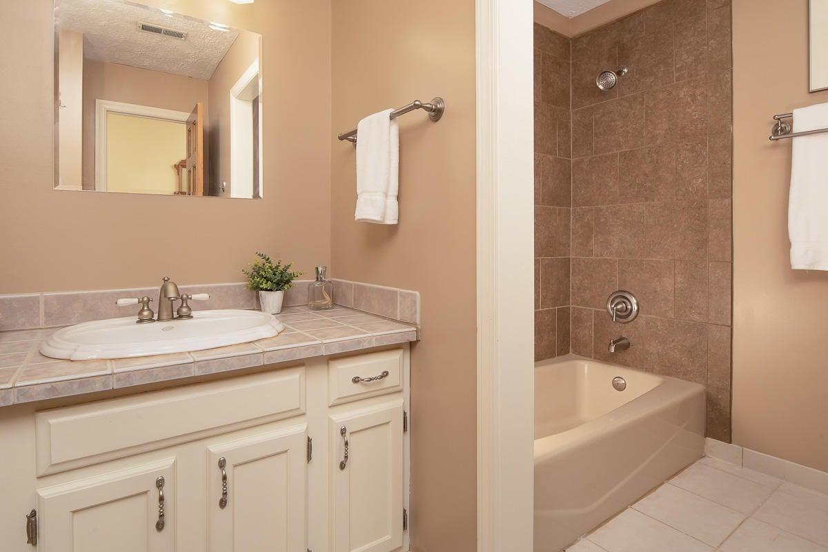 Hall Bath - Upper
