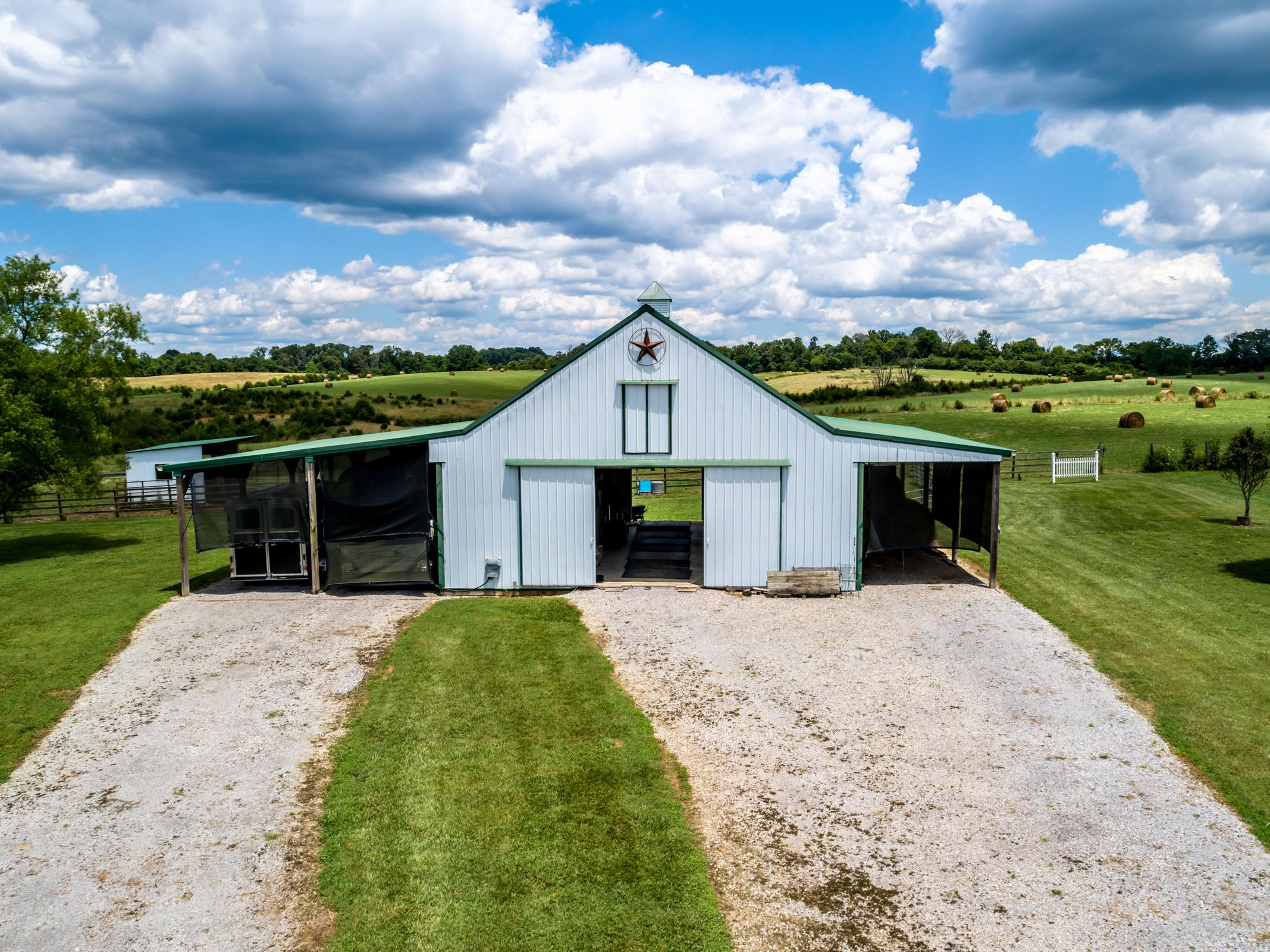 The 4 stall barn +