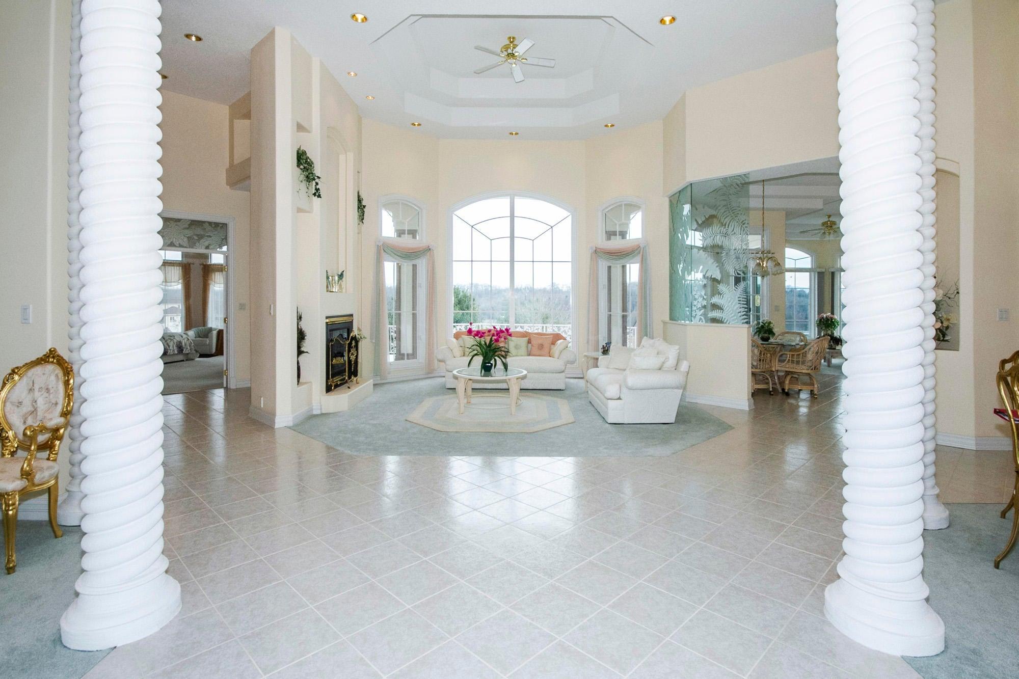 High Ceilings & Open Floor Plan