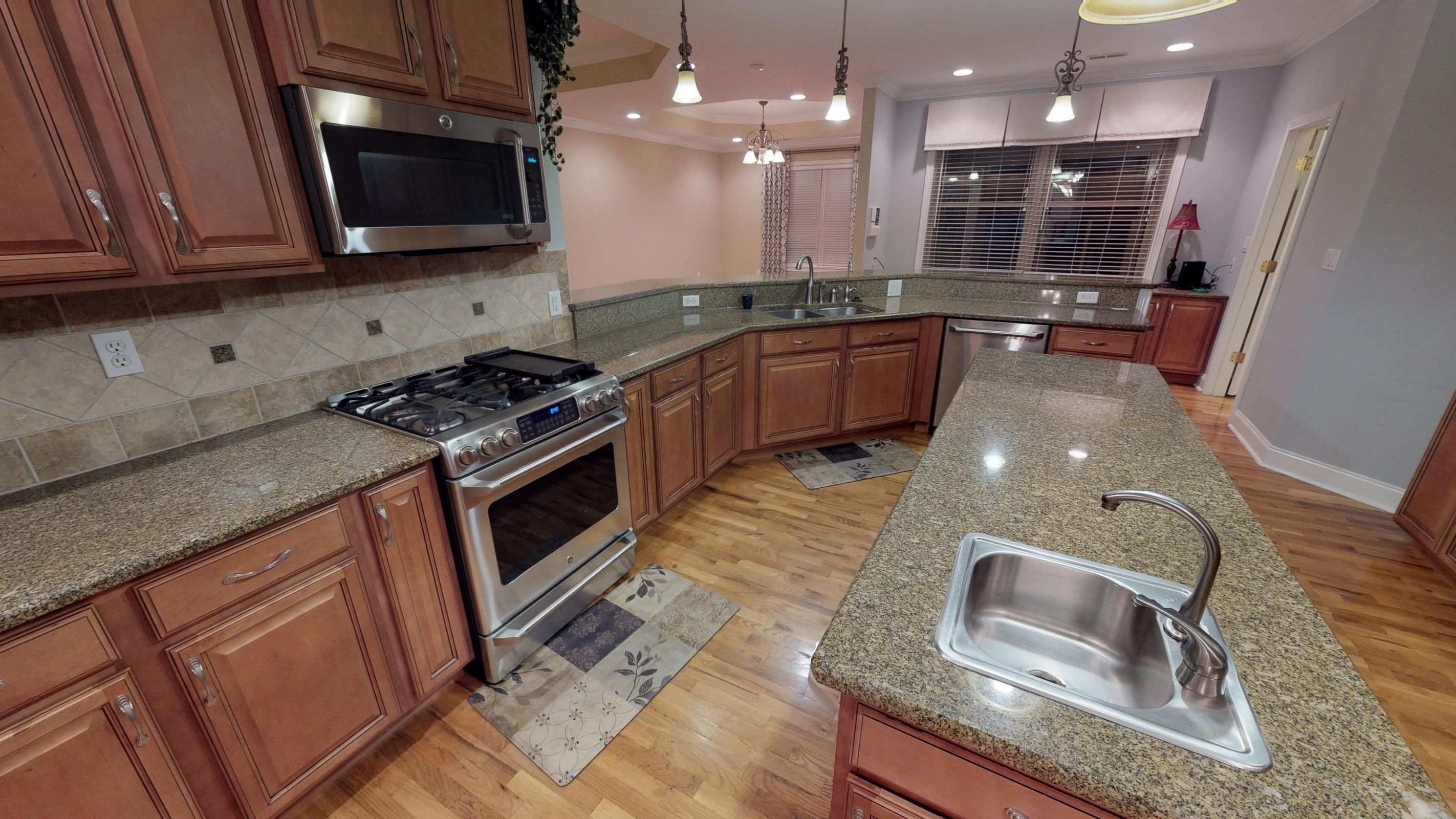 Kitchen Island/w sink