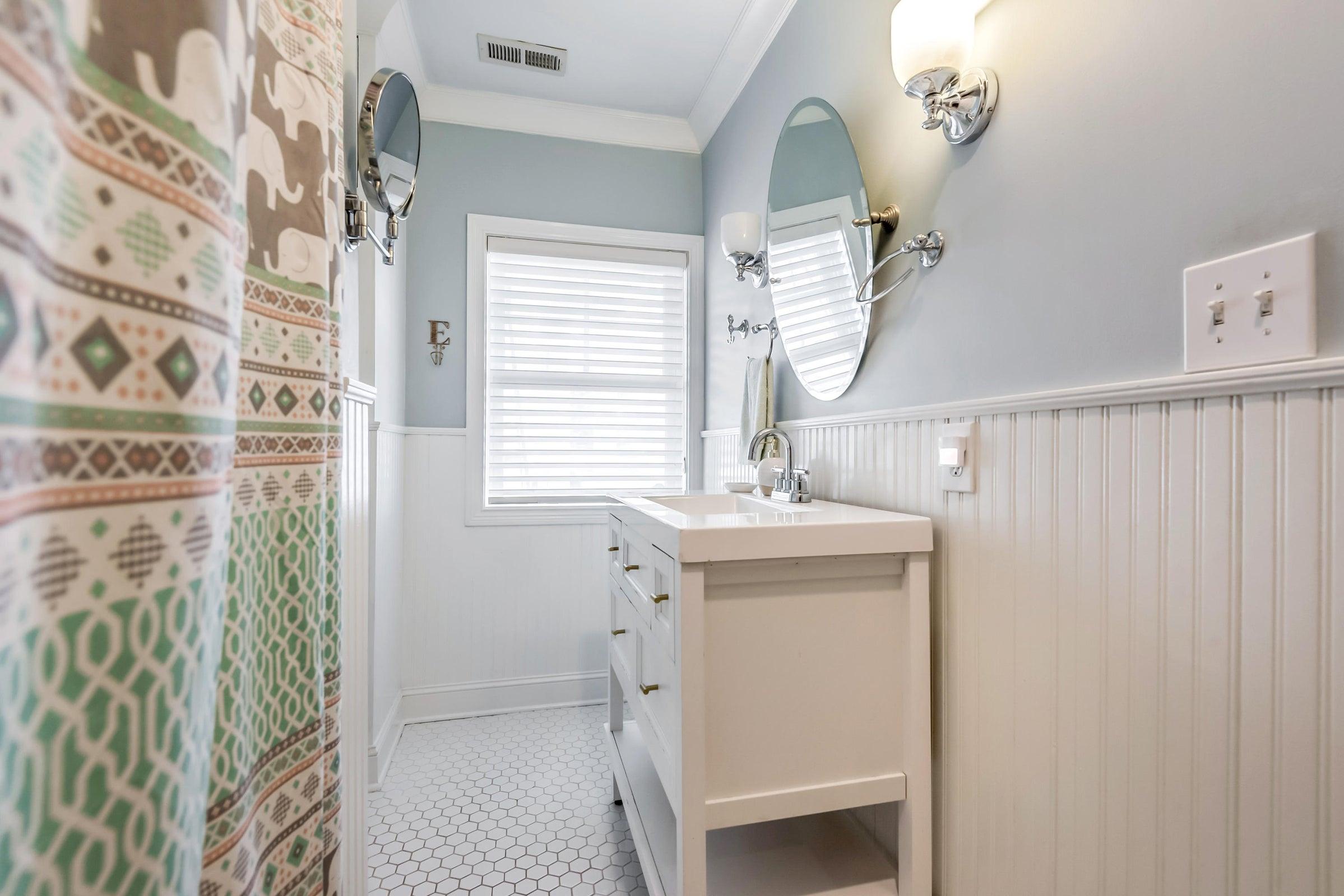 6612StoneMill-Hall bath 1