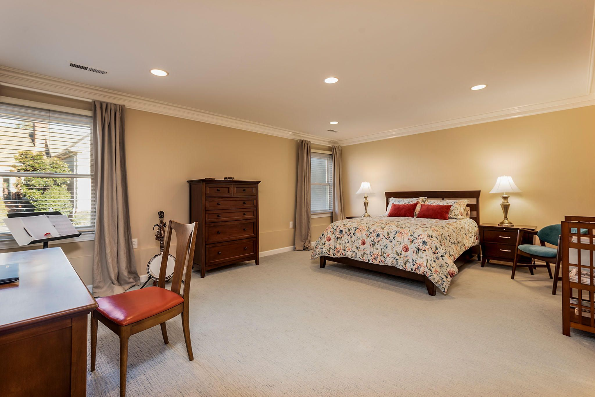 King-Sized Master Bedroom w/ NEW Carpet