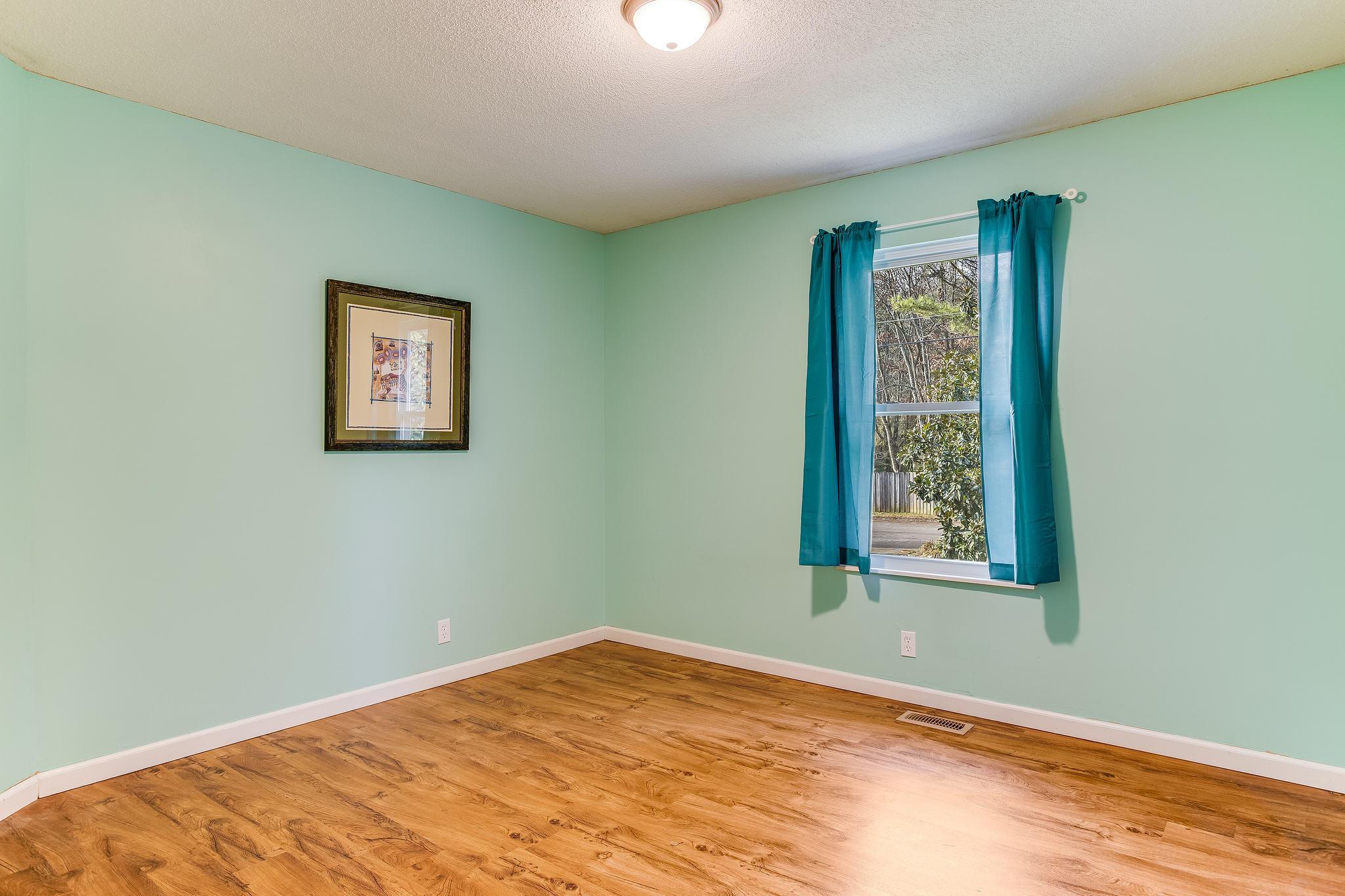 504 Bobolink Rd bedroom 3