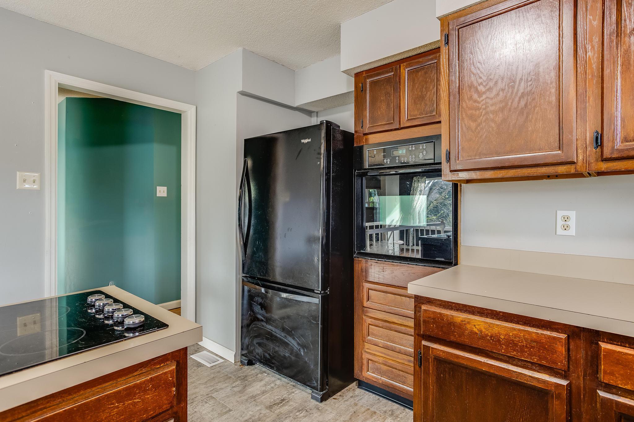 504 Bobolink Rd kitchen (1)