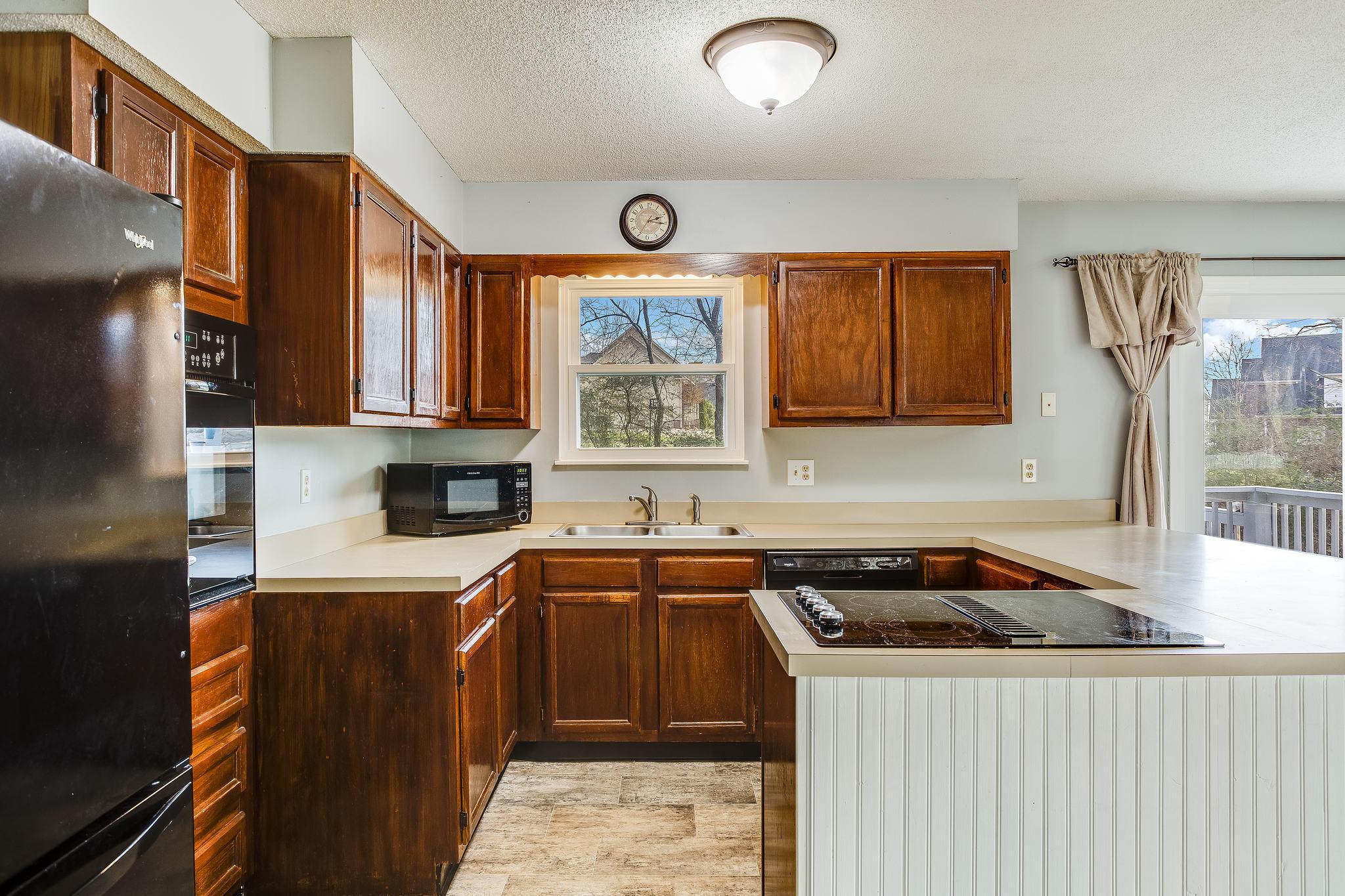 504 Bobolink Rd kitchen (2)