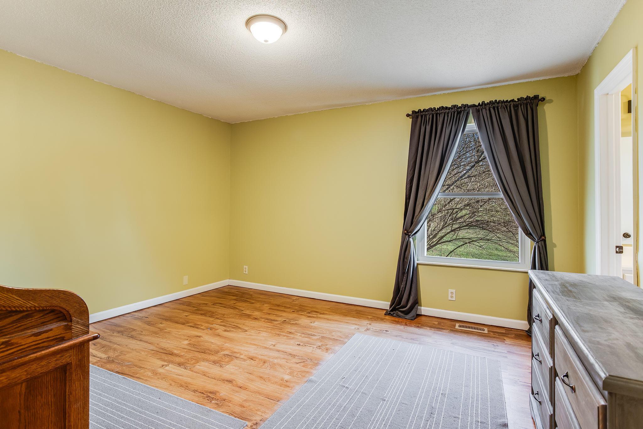 504 Bobolink Rd master bed (2)