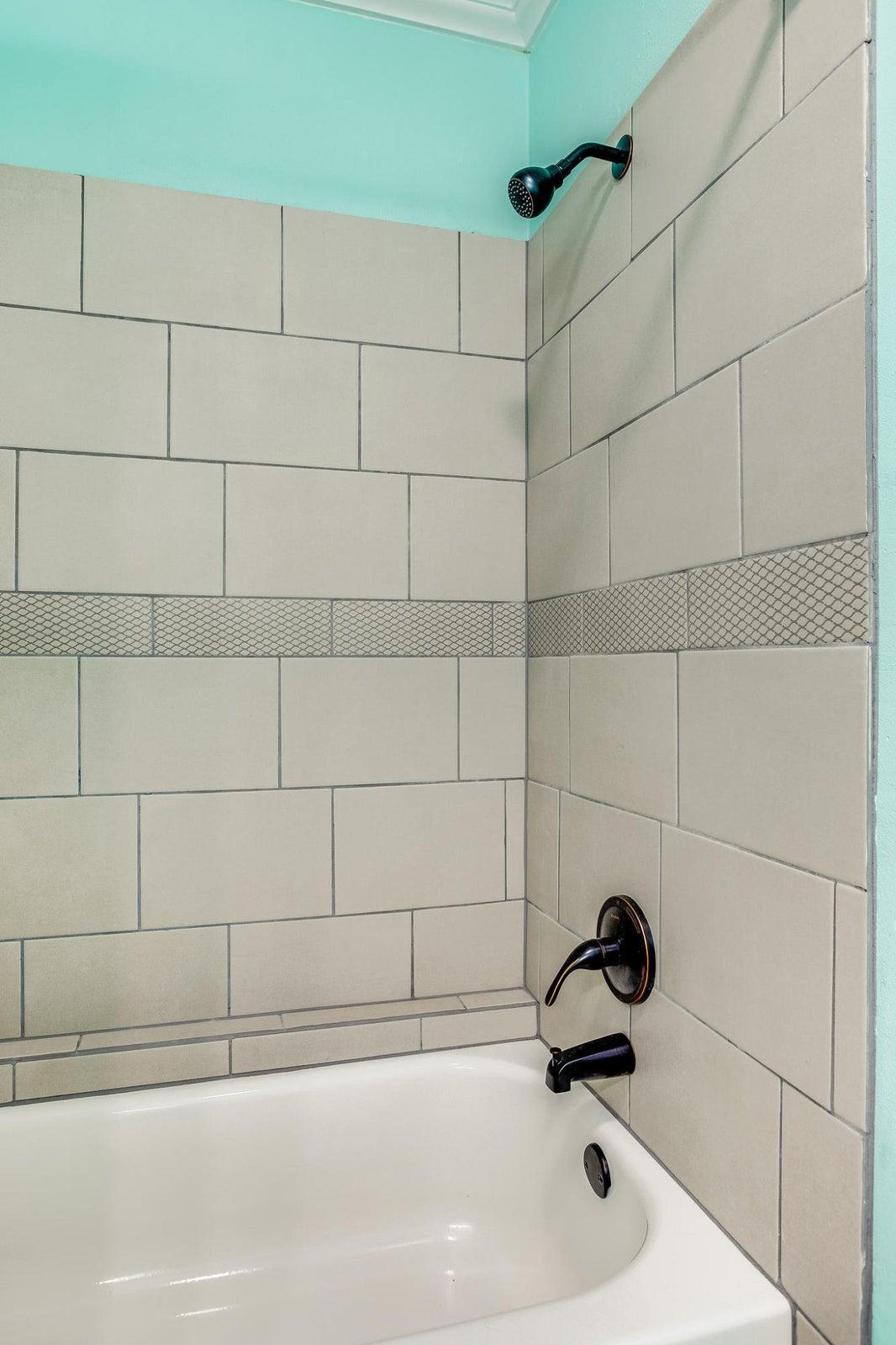 504 Bobolink Rd shower
