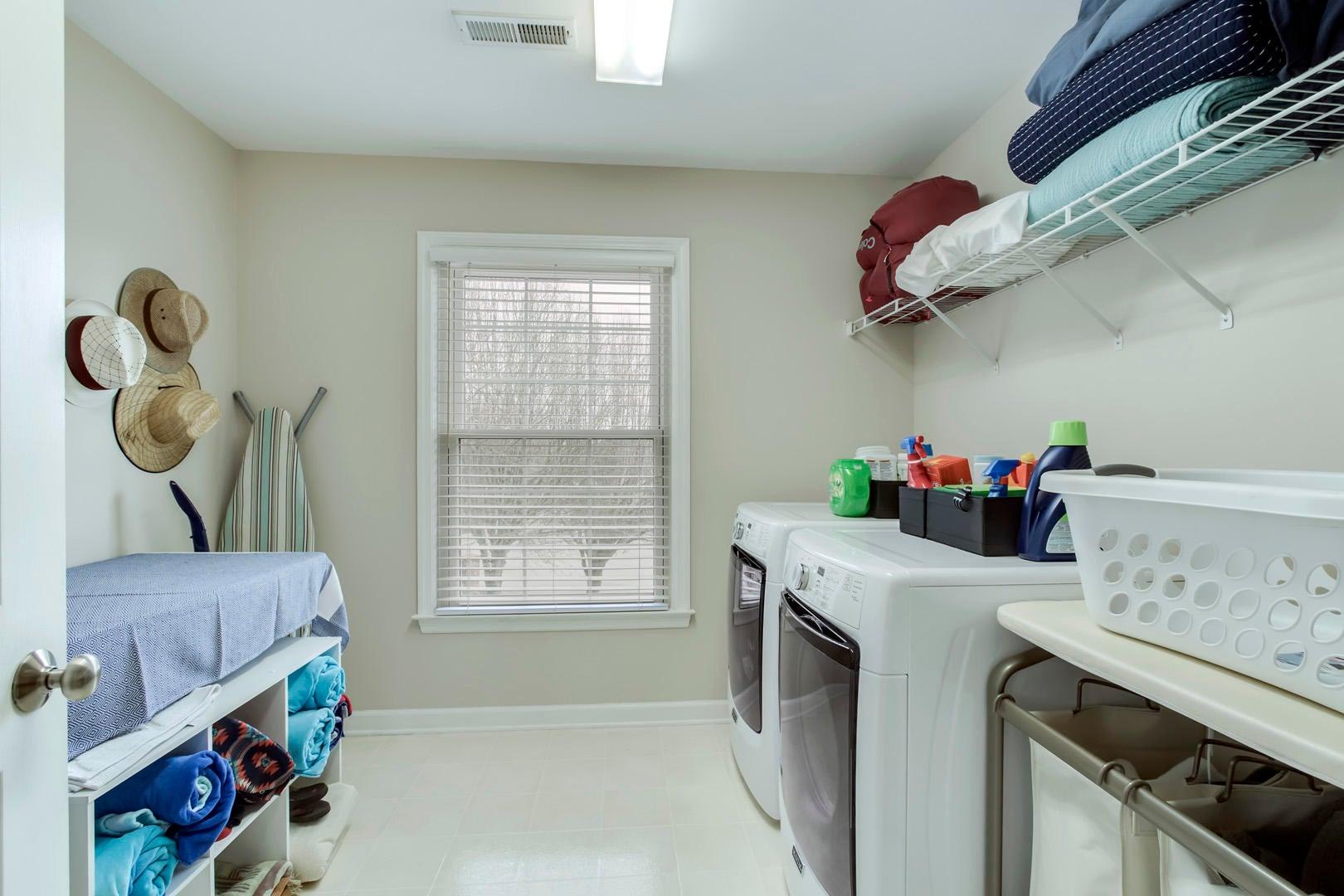 33_CrystalBrookLane_11758_Laundry