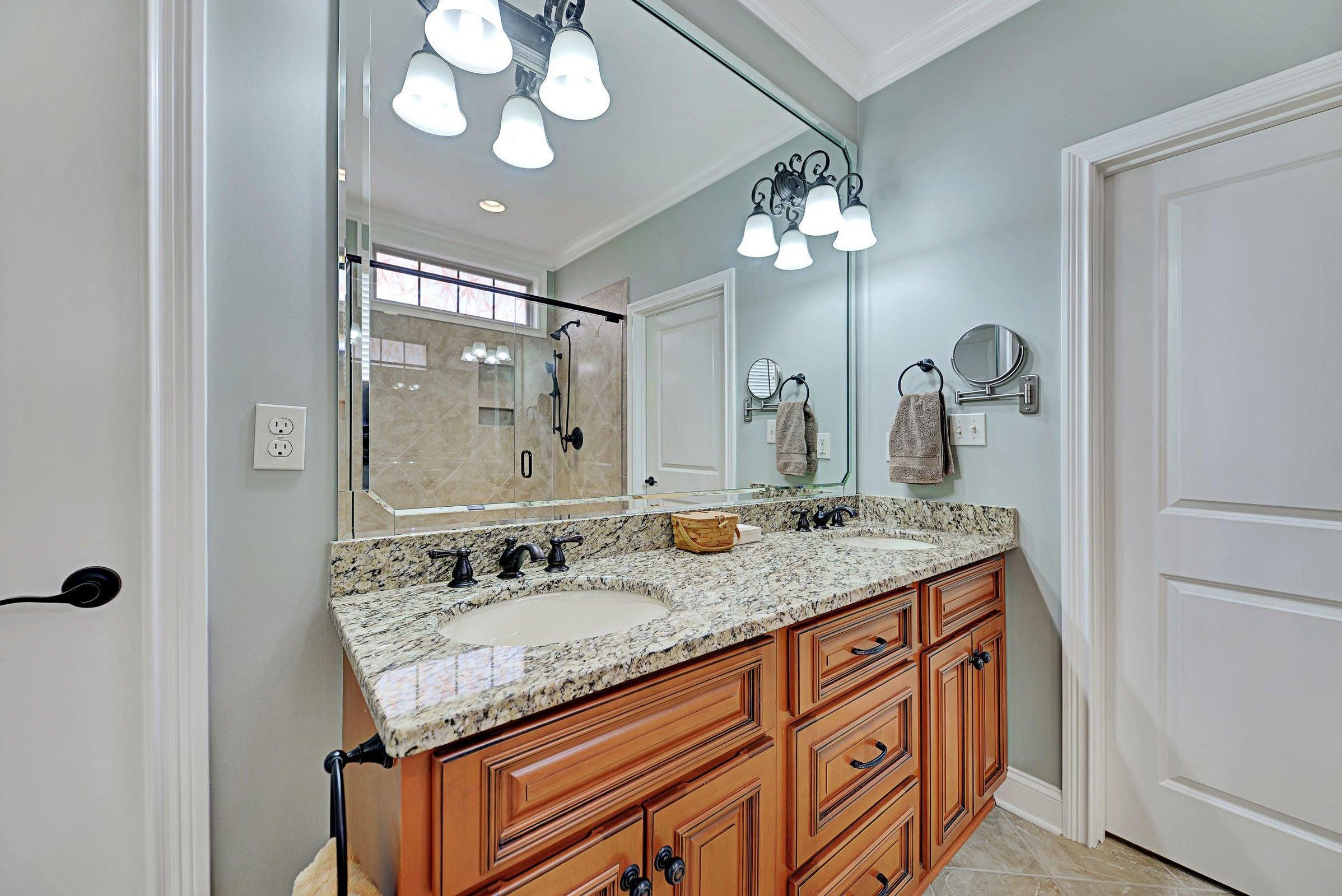 Master bath.Dual vanity