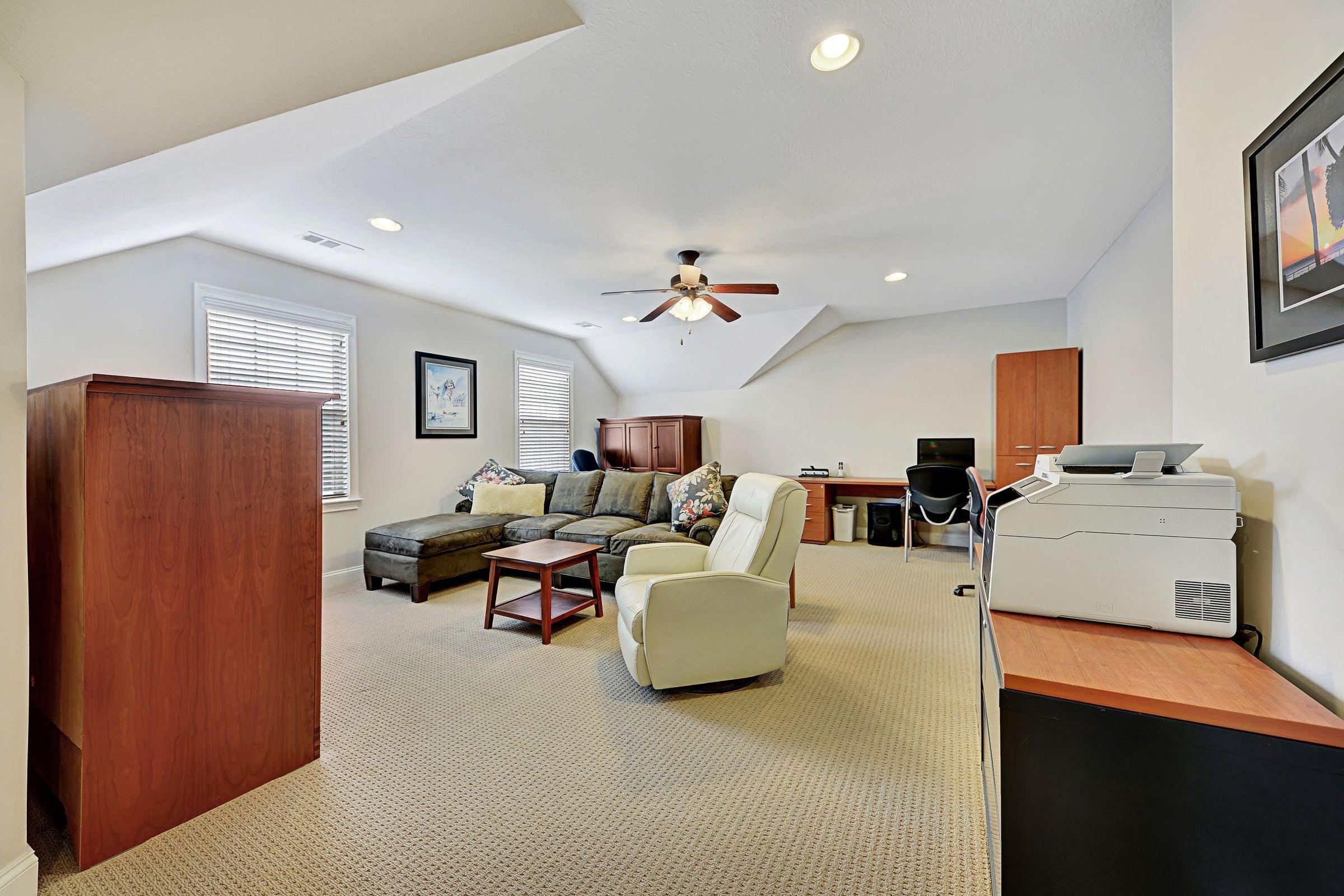 Upstairs bonus, bedroom, office