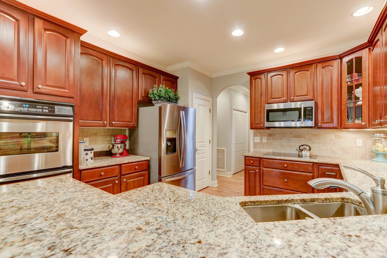 Spacious Kitchen w/Granite Counter tops