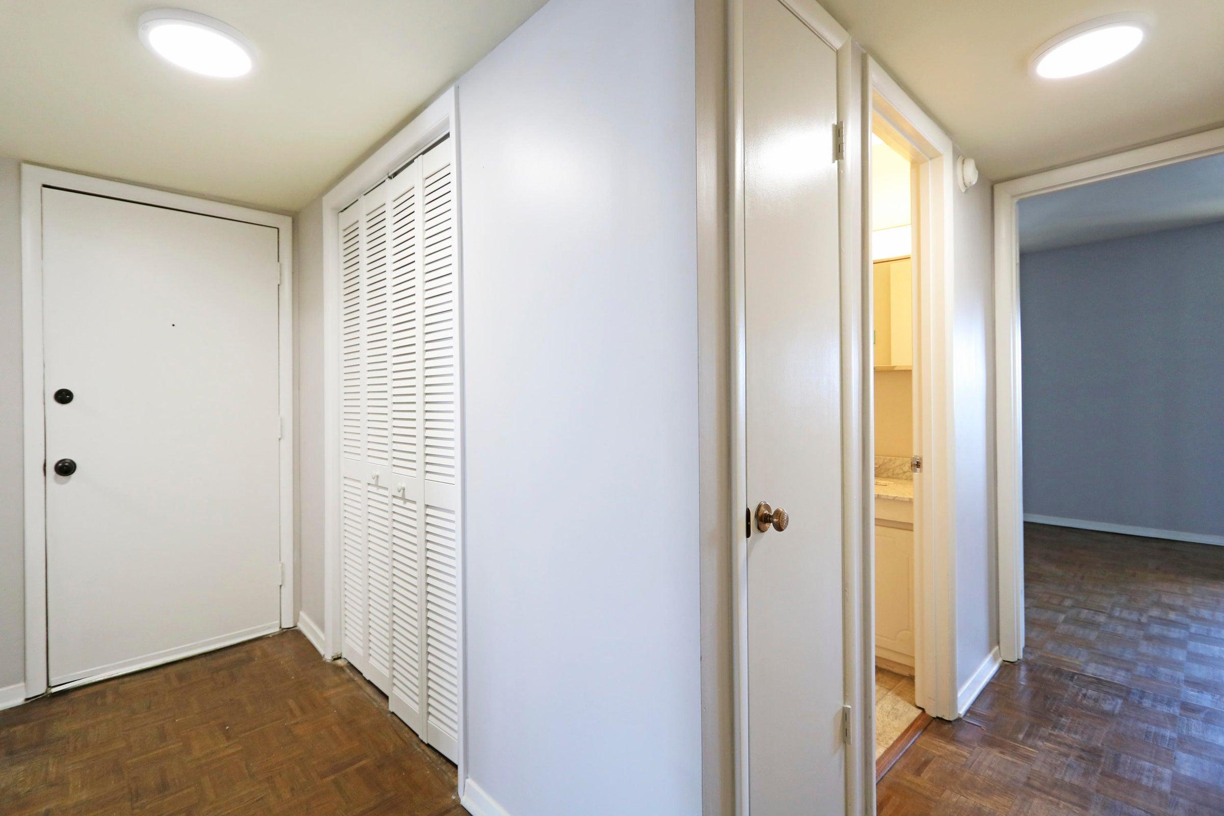 16_Foyer _ Hallway